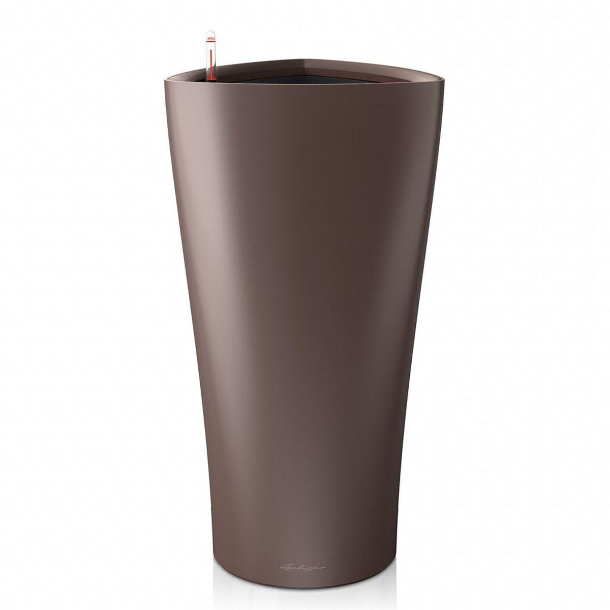 Кашпо Lechuza Delta, с системой автополива, цвет: эспрессо, 40 х 40 х 75 см15557Кашпо Lechuza Delta, выполненное из высококачественного пластика, имеет уникальную систему автополива, благодаря которой корневая система растения непрерывно снабжается влагой из резервуара. Уровень воды в резервуаре контролируется с помощью специального индикатора. В зависимости от размера кашпо и растения воды хватает на 2-12 недель. Это способствует хорошему росту цветов и предотвращает переувлажнение. В набор входит: кашпо, внутренний горшок, индикатор уровня воды, резервуар для воды. Внутренний горшок, оснащенный выдвижными ручками, обеспечивает: - легкую переноску даже высоких растений; - легкую смену растений; - можно также просто убрать растения на зиму; - винт в днище позволяет стечь излишней дождевой воде наружу. Кашпо Lechuza Delta прекрасно впишется в интерьер больших холлов, террас ресторанов и уютных гостиных. Изделие поможет расставить нужные акценты и придаст помещению вид, соответствующий вашим представлениям.