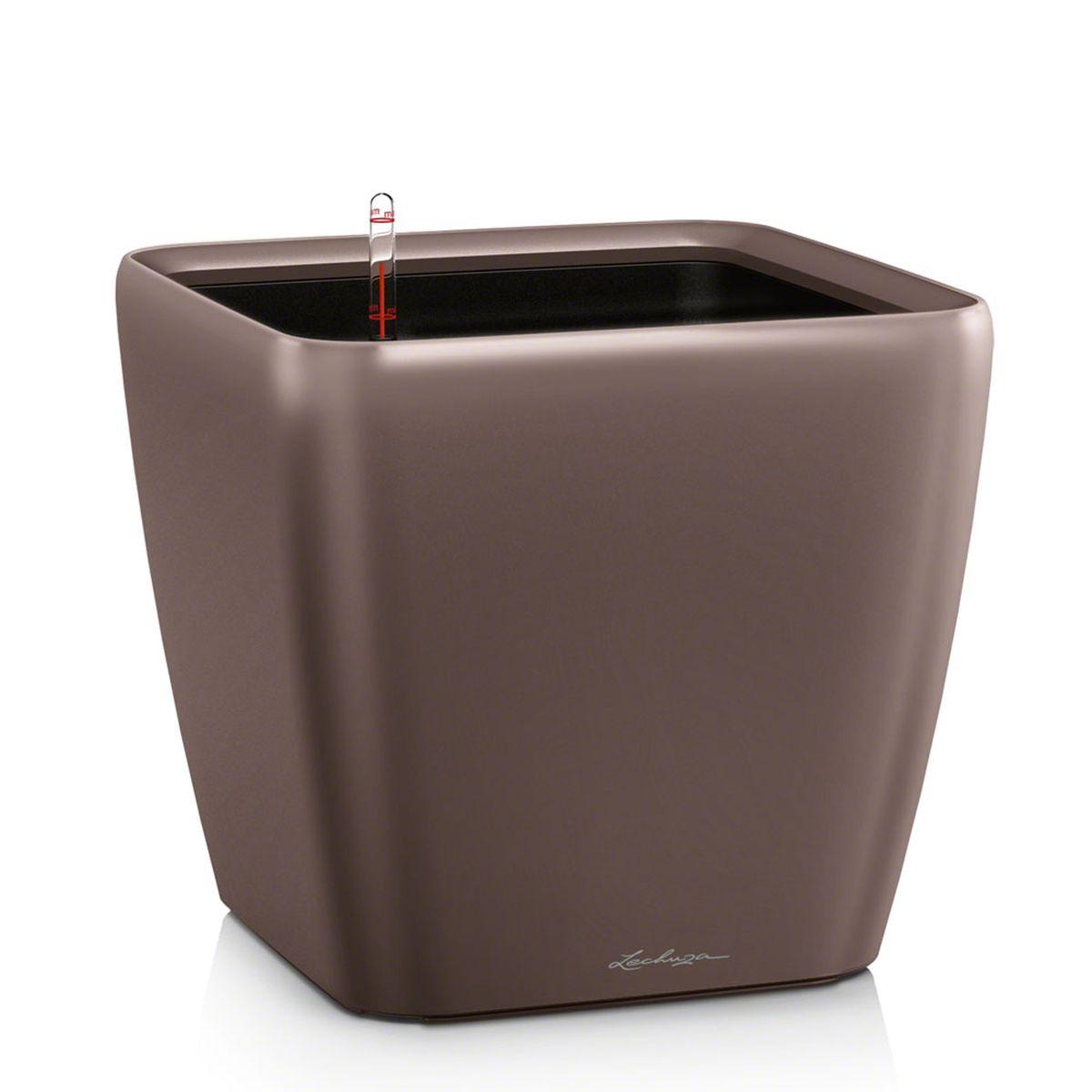 Кашпо Lechuza Quadro, с системой автополива, цвет: эспрессо, 33 х 33 х 35 см16161Кашпо Lechuza Quadro, выполненное из высококачественного пластика, имеет уникальную систему автополива, благодаря которой корневая система растения непрерывно снабжается влагой из резервуара. Уровень воды в резервуаре контролируется с помощью специального индикатора. В зависимости от размера кашпо и растения воды хватает на 2-12 недель. Это способствует хорошему росту цветов и предотвращает переувлажнение. В набор входит: кашпо, внутренний горшок, индикатор уровня воды, вал подачи воды, субстрат растений в качестве дренажного слоя, резервуар для воды. Кашпо Lechuza Quadro прекрасно впишется в любой интерьер. Оно поможет расставить нужные акценты и придаст помещению вид, соответствующий вашим представлениям.