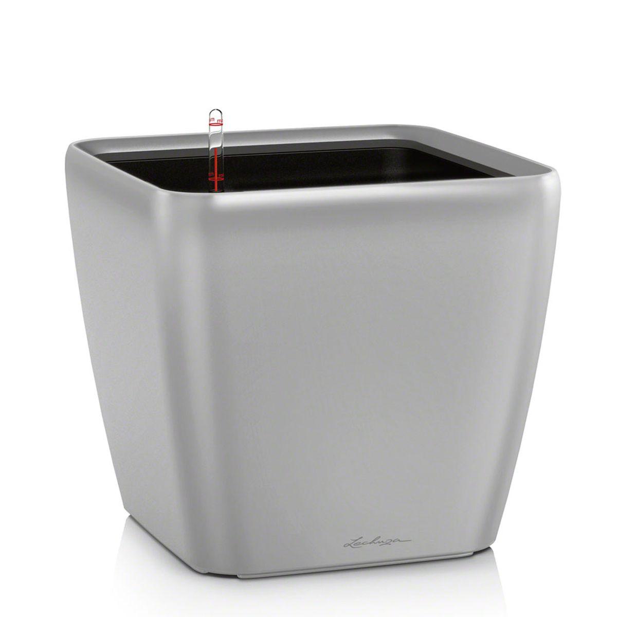 Кашпо Lechuza Quadro, с системой автополива, цвет: серебристый, 33 х 33 х 35 см16168Кашпо Lechuza Quadro, выполненное из высококачественного пластика, имеет уникальную систему автополива, благодаря которой корневая система растения непрерывно снабжается влагой из резервуара. Уровень воды в резервуаре контролируется с помощью специального индикатора. В зависимости от размера кашпо и растения воды хватает на 2-12 недель. Это способствует хорошему росту цветов и предотвращает переувлажнение. В набор входит: кашпо, внутренний горшок, индикатор уровня воды, вал подачи воды, субстрат растений в качестве дренажного слоя, резервуар для воды. Кашпо Lechuza Quadro прекрасно впишется в любой интерьер. Оно поможет расставить нужные акценты и придаст помещению вид, соответствующий вашим представлениям.