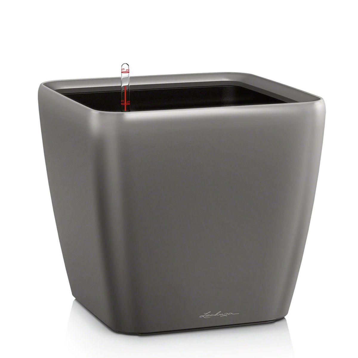Кашпо Lechuza Quadro, с системой автополива, цвет: антрацит, 43 х 43 х 40 см16183Кашпо Lechuza Quadro, выполненное из высококачественного пластика, имеет уникальную систему автополива, благодаря которой корневая система растения непрерывно снабжается влагой из резервуара. Уровень воды в резервуаре контролируется с помощью специального индикатора. В зависимости от размера кашпо и растения воды хватает на 2-12 недель. Это способствует хорошему росту цветов и предотвращает переувлажнение. В набор входит: кашпо, внутренний горшок, индикатор уровня воды, вал подачи воды, субстрат растений в качестве дренажного слоя, резервуар для воды. Кашпо Lechuza Quadro прекрасно впишется в любой интерьер. Оно поможет расставить нужные акценты, а также придаст помещению вид, соответствующий вашим представлениям.