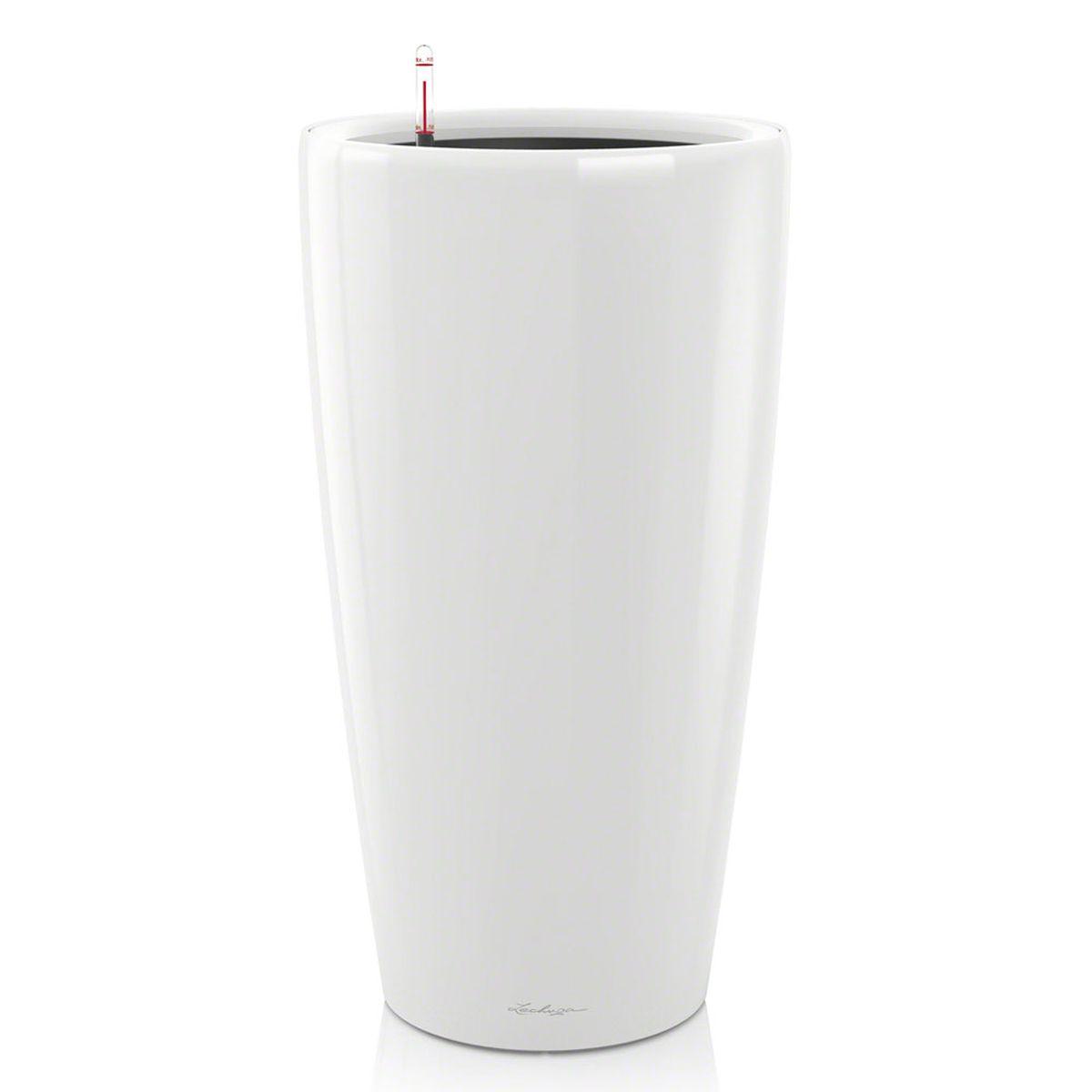 Кашпо Lechuza Rondo, с системой автополива, цвет: белый, диаметр 32 см15780Кашпо Lechuza Rondo, изготовленное из высококачественного пластика, идеальное решение для тех, кто регулярно забывает поливать комнатные растения. Стильный дизайн позволит украсить растениями офис, кафе или любое другое помещение. Кашпо Lechuza Rondo с системой автополива упростит уход за вашими цветами и поможет растениям получать то количество влаги, которое им необходимо в данный момент времени. В набор входит: кашпо, внутренний горшок, индикатор уровня воды, вал подачи воды, субстрат растений в качестве дренажного слоя, резервуар для воды. Внутренний горшок, оснащенный выдвижными ручками, обеспечивает: - легкую переноску даже высоких растений; - легкую смену растений; - можно также просто убрать растения на зиму; - винт в днище позволяет стечь излишней дождевой воде наружу. Кашпо Lechuza Rondo украсит любой интерьер и станет замечательным подарком для ваших родных и близких.