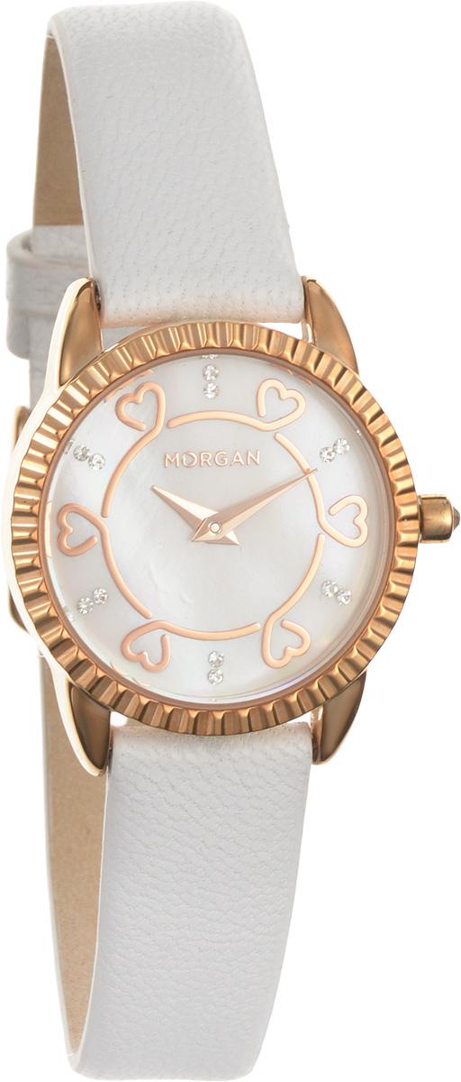 Набор Morgan: наручные часы, зеркало, цвет: белый, золотой. M1185WGM1185WGНабор Morgan, включающий в себя наручные часы и зеркало. Элегантные наручные часы Morgan выполнены из нержавеющей стали с IP-покрытием золотистого цвета, минерального стекла. Циферблат изделия дополнен символикой бренда, чешскими кристаллами и перламутром. Часы оснащены механизмом Miyota с двумя стрелками, полированным корпусом, устойчивым к царапинам минеральным стеклом, степенью влагозащиты 3atm. Изделие дополнено ремешком из натуральной кожи. Ремень оснащен застежкой-пряжкой с возможностью регулировать длину изделия. Компактное зеркало раскрывается при помощи механизма на защелке, изделие оформлено сердечком из страз. Набор Morgan поставляется в фирменной упаковке. Стильные часы подчеркнут изящество женской руки и отменное чувство стиля их обладательницы.