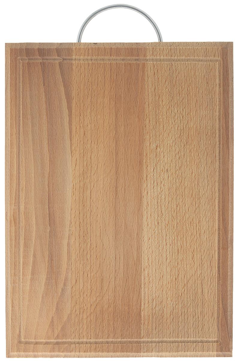 Доска разделочная Хозяюшка, с ручкой, 35 х 25 см. 09-1109-11Разделочная доска Хозяюшка изготовлена из бука. Бук наряду с дубом и тиком относится к ценным твердолиственным породам элитной группы категории А, класса люкс. По структуре древесины бук считается менее рыхлым, чем дуб, и более гибким, чем тик, при этом не уступает по прочности этим двум породам, а по красоте даже превосходит их. Бук отличают, прежде всего, уникальная текстура и естественный белый с желтовато-красным оттенком, со временем переходящим в розовато-коричневый, цвет древесины. Бук прекрасно поддается шлифовке и полировке. Бук боится влаги, но, как в случае со всеми без исключения досками из древесины, вопрос влагостойкости решается пропиткой дерева специальным минеральным или льняным маслом. Масло защищает доску от коробления, рассыхания и растрескивания. Именно поэтому все доски Хозяюшка обработаны льняным маслом и упакованы в пленку. Разделочная доска имеет прямоугольную форму, оснащена металлической ручкой и выемками по краю для стока жидкости. ...