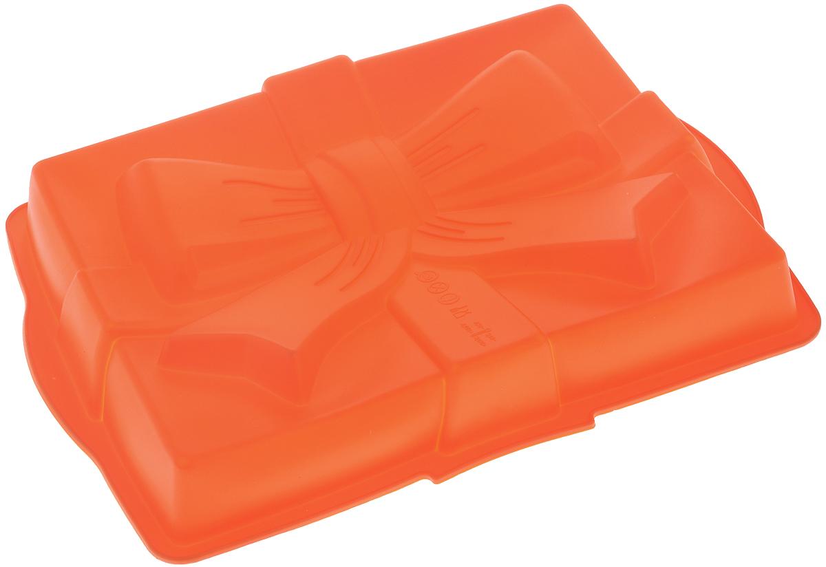 Форма для выпечки Mayer & Boch Сюрприз, силиконовая, цвет: оранжевый, 31 х 23 х 6 см21981_оранжевыйФорма для выпечки Mayer & Boch Сюрприз изготовлена из высококачественного силикона. Дно изделия декорировано фигуркой в виде бантика. Стенки формы легко гнутся, что позволяет легко достать готовую выпечку и сохранить аккуратный внешний вид блюда. Силикон - материал, который выдерживает температуру от -40°С до +230°С. Изделия из силикона очень удобны в использовании: пища в них не пригорает и не прилипает к стенкам, форма легко моется. Приготовленное блюдо можно очень просто вытащить, просто перевернув форму, при этом внешний вид блюда не нарушится. Изделие обладает эластичными свойствами: складывается без изломов, восстанавливает свою первоначальную форму. Порадуйте своих родных и близких любимой выпечкой в необычном исполнении. Подходит для приготовления в микроволновой печи и духовом шкафу при нагревании до +230°С; для замораживания до -40°. Внутренний размер формы: 29 х 23 х 5 см.