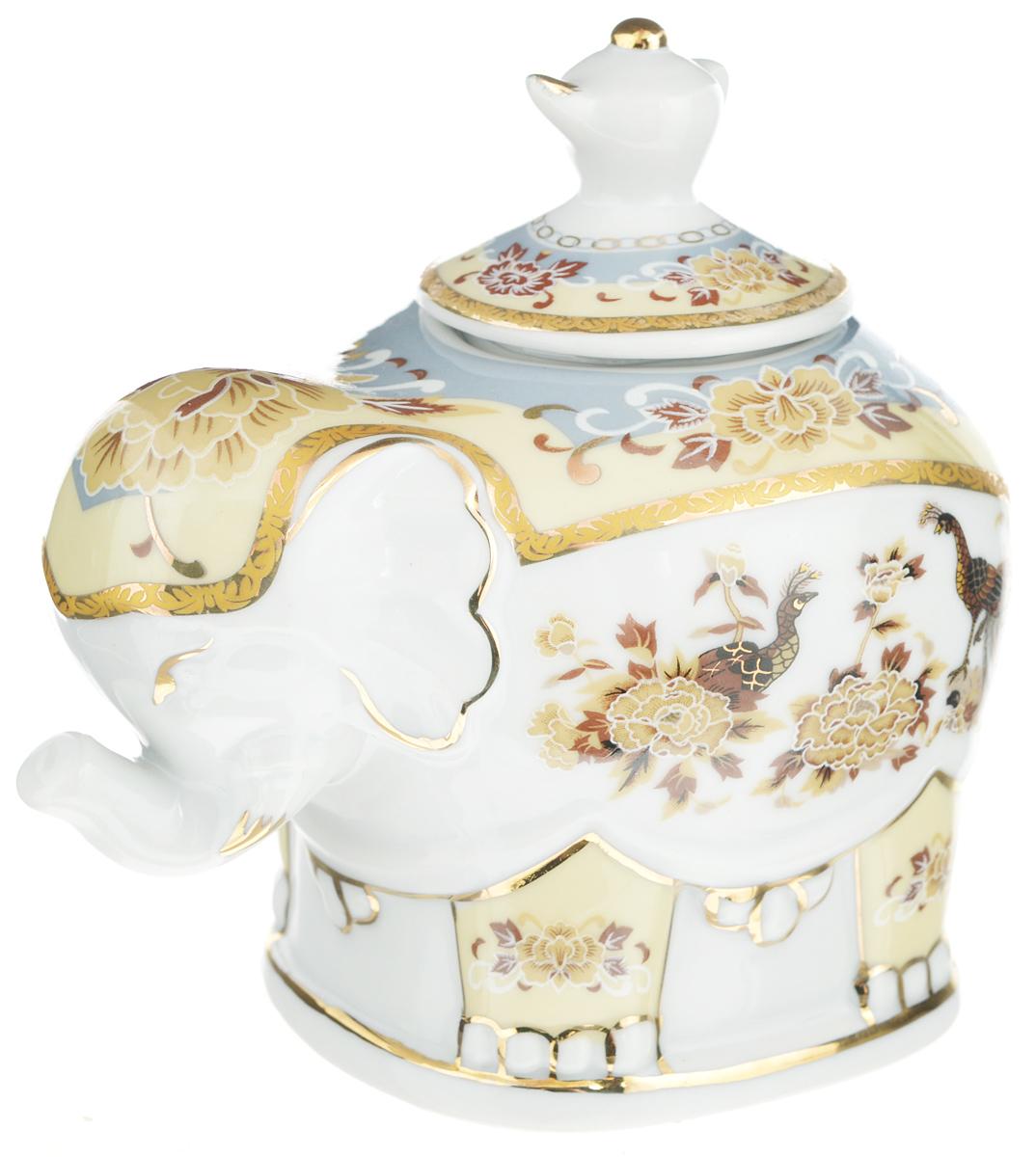 Чайница Elan Gallery Слон, 350 мл503840Чайница Elan Gallery Слон, изготовленная из высококачественной керамики, идеально подойдет для хранения вашего любимого сорта чая. Изделие выполненное в виде слона, оформлено оригинальным рисунком. Крышка декорирована ручкой в виде чайника. Специальная силиконовая вставка на крышке не даст потерять чаю свой аромат. Такая чайница украсит интерьер вашей кухни и подчеркнет прекрасный вкус хозяина, а также станет отличным подарком к любому празднику. Не использовать в микроволновой печи. Размер чайницы (с учетом крышки): 12 х 8 х 11 см. Диаметр горлышка: 4 см.
