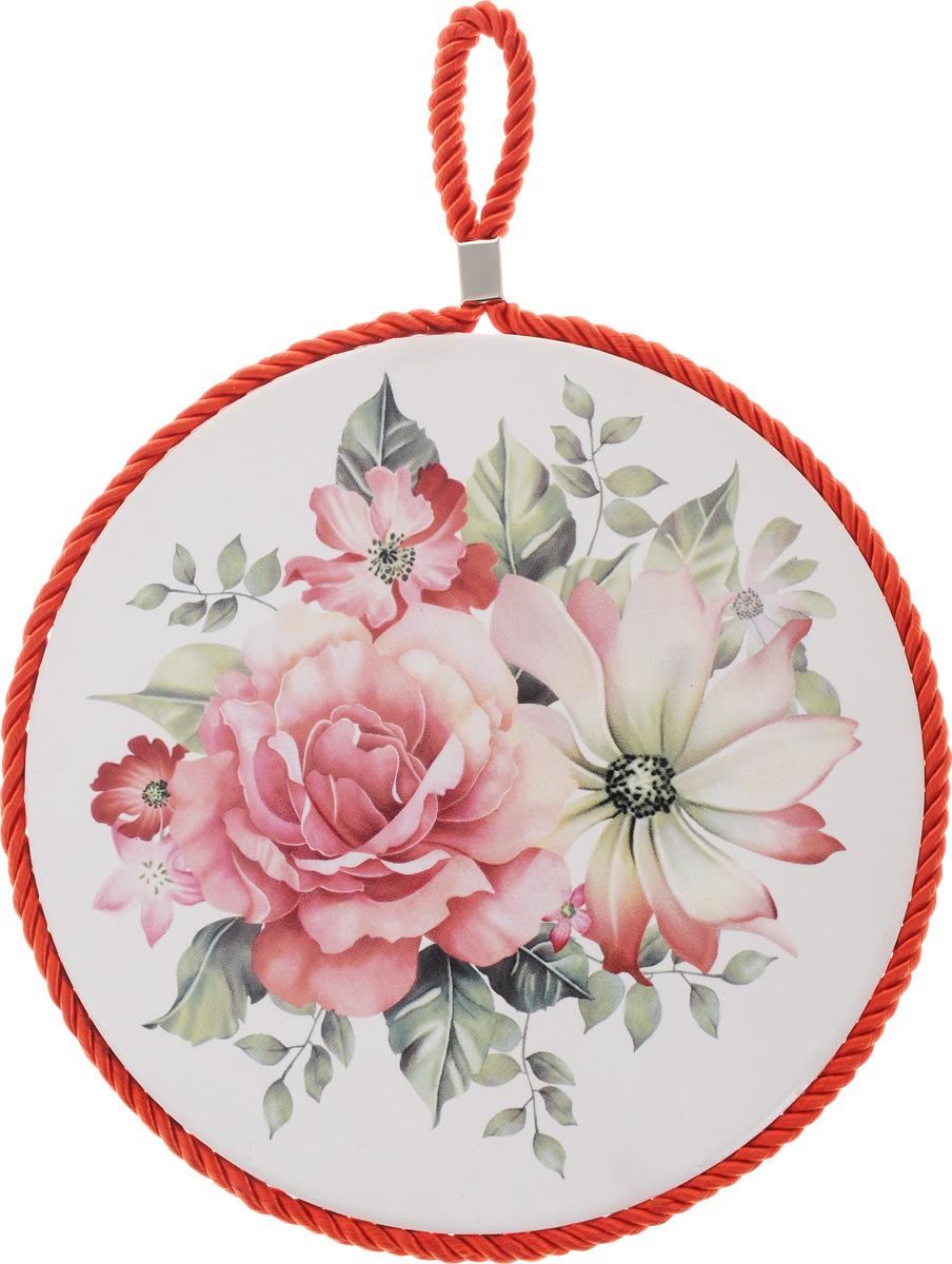 Подставка под горячее Loraine Цветок, диаметр 17 см24552Круглая подставка под горячее Loraine Цветок выполнена из высококачественной керамики. Изделие, декорированное красочным изображением, идеально впишется в интерьер современной кухни. Специальное пробковое основание подставки защитит вашу мебель от царапин. Подставка оснащена цветным шнурком с петелькой для подвешивания. Изделие не боится высоких температур и легко чиститься от пятен и жира. Каждая хозяйка знает, что подставка под горячее - это незаменимый и очень полезный аксессуар на каждой кухне. Ваш стол будет не только украшен оригинальной подставкой с красивым рисунком, но и сбережен от воздействия высоких температур ваших кулинарных шедевров. Диаметр подставки: 17 см. Высота подставки: 1 см.