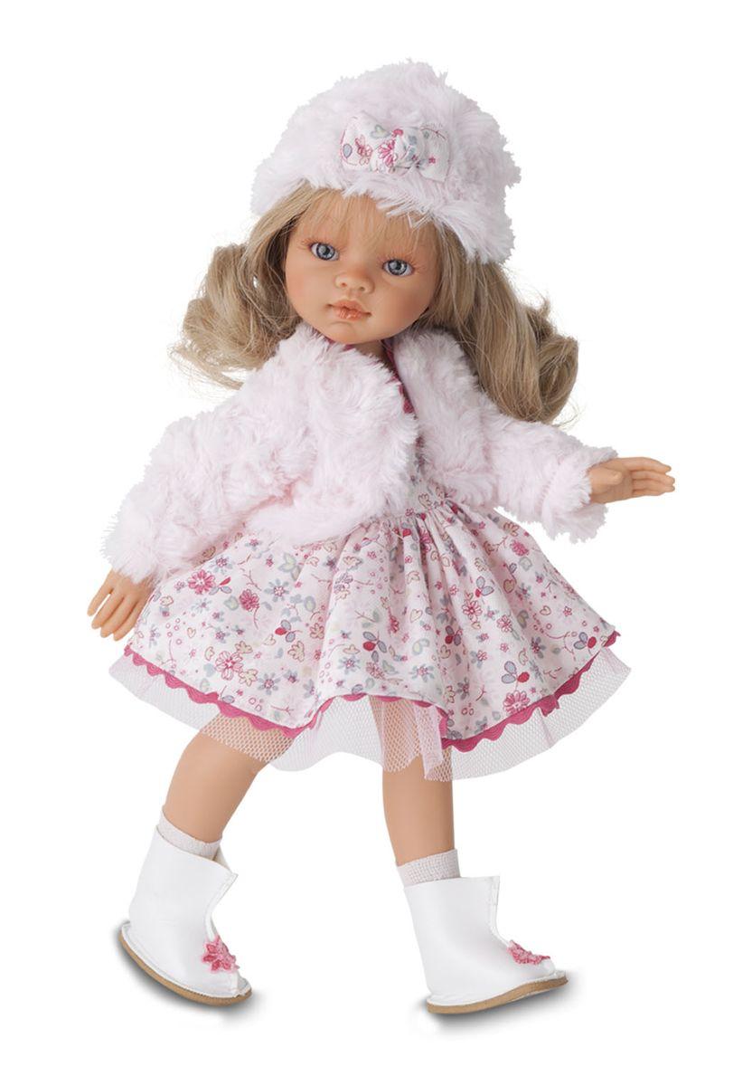 Juan Antonio Пупс Эмили зимний образ блондинка2582BlОчаровательные девочки Эмили - новые куклы, созданные испанским производителем Мунекас Антонио Хуан. У девочек грациозные стройные фигуры и симпатичные лица, выполненные с тщательной прорисовкой деталей. Выразителные глазки обрамлены длинными ресницами. Густые шелковистые волосы легко расчесывать и делать различные прически. Стильные наряды созданы испанским дизайнером. Куклы изготовлены из высококачественного винила с добавлением силикона. Эмили выполнены в трех разных образах - Летнем, Осеннем и Зимнем нарядах и с разным цветом волос.