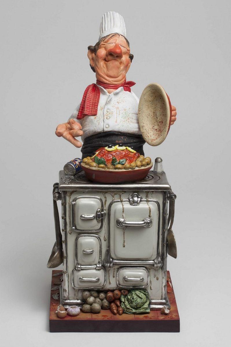 Статуэтка Gillermo Forchino Шеф-ПоварFO85524Когда Жан Теруджи был маленьким, он любил помогать своей бабушке. Когда она пекла пироги, он больше всего любил слизывать тесто с ложки. Жан всегда знал, что станет поваром, но не каким-нибудь простым, а шеф-поваром. После двух лет учебы в престижной кулинарной школе, настал день выпускного экзамена. Экзаменаторы попросили Жана приготовить… яичницу! Не показывая своего удивления на столь необычную просьбу, он принял профессиональную позу и, изящно двигаясь, стал разогревать оливковое и сливочное масло. Он разбил яйцо и, отделив белок, начал его жарить. Затем он добавил соль и перец и через мгновение величественным движением руки положил желток в центр. Две минуты спустя он снял сковородку с огня, выложил яичницу на большую фарфоровую тарелку, украсил её двумя веточками лука и присыпал по краю паприкой, чтобы добавить яркого цвета. Энергично кружась в пируэте, преисполненный гордости, Жан преподнес тарелку членам комиссии. Все было бы прекрасно, если бы яичница не соскользнула с...