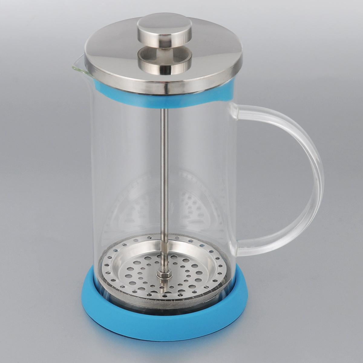 Френч-пресс Apollo Olimpique, цвет: голубой, 600 млOLM-600_голубойФренч-пресс Apollo Olimpique выполнен из нержавеющей стали и предназначен для заваривания чая, кофе или травяных напитков. Корпус изготовлен из высококачественного жаропрочного стекла, устойчивого к окрашиванию, царапинам и термошоку. Френч-пресс имеет металлический сетчатый фильтр с загнутыми краями, который обеспечивает высокое качество фильтрации напитка. Ручка из пищевого пластика не нагревается и безопасна в использовании. Яркая подставка из силикона препятствует скольжению чайника. Эстетичный и функциональный чайник будет оригинально смотреться в любом интерьере. Нельзя мыть в посудомоечной машине. Высота (с учетом крышки): 18 см. Диаметр колбы по верхнему краю: 9 см. Высота стенки колбы: 15,5 см. Объем: 600 мл.