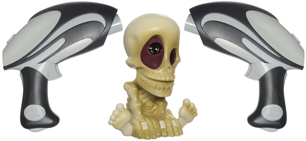 Johnny the Skull Тир проекционный с двумя бластерами0669-2Проекционный тир с двумя бластерами Johnny the Skull будет отличным подарком для маленького охотника за привидениями. Активируйте проектор с помощью бластера, и скелет начнет вращать головой, проецируя на стены изображения призраков и издавая загробные звуки. Бластер автоматически считает пойманных призраков (бластер необходимо перезаряжать во время игры). Победителем станет самый искусный охотник на призраков! Играть необходимо в темном помещении. Максимальная дистанция до цели - не более 2,5 м. Для работы проектора необходимы 4 батарейки типа АА (не входят в комплект). Для работы каждого бластера необходимы 3 батарейки типа ААА (не входят в комплект).