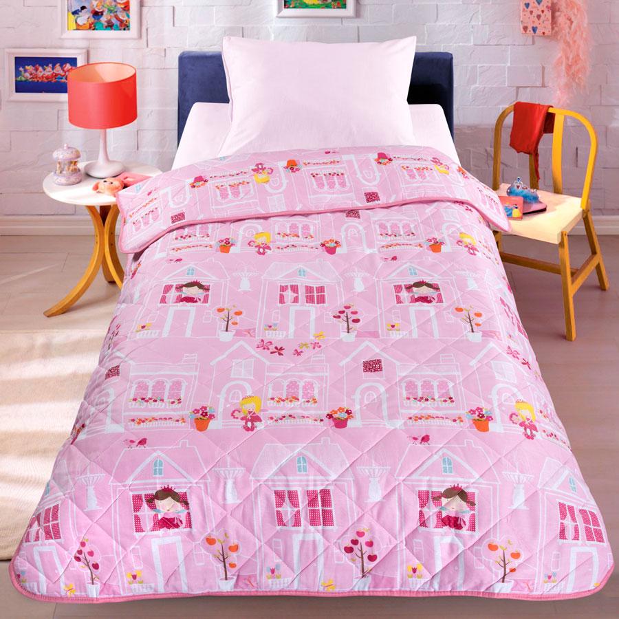 Letto Покрывало детское Домик принцессdomik_princess-140Легкое оригинальное покрывало в чехле будет радовать вашего малыша в течение всего года. Сидеть на таком покрывале будет приятно и комфортно - ведь оно выполнено из 100% хлопка. К тому же одеяло можно использовать и как одеяло на детскую кровать. Наполнитель - силиконизированное волокно. Вашему ребенку не будет жарко под таким одеялом, а это значит от не будет раскрываться. Оно подлежит машинной стирке при температуре 30 гр., строго на деликатном режиме.
