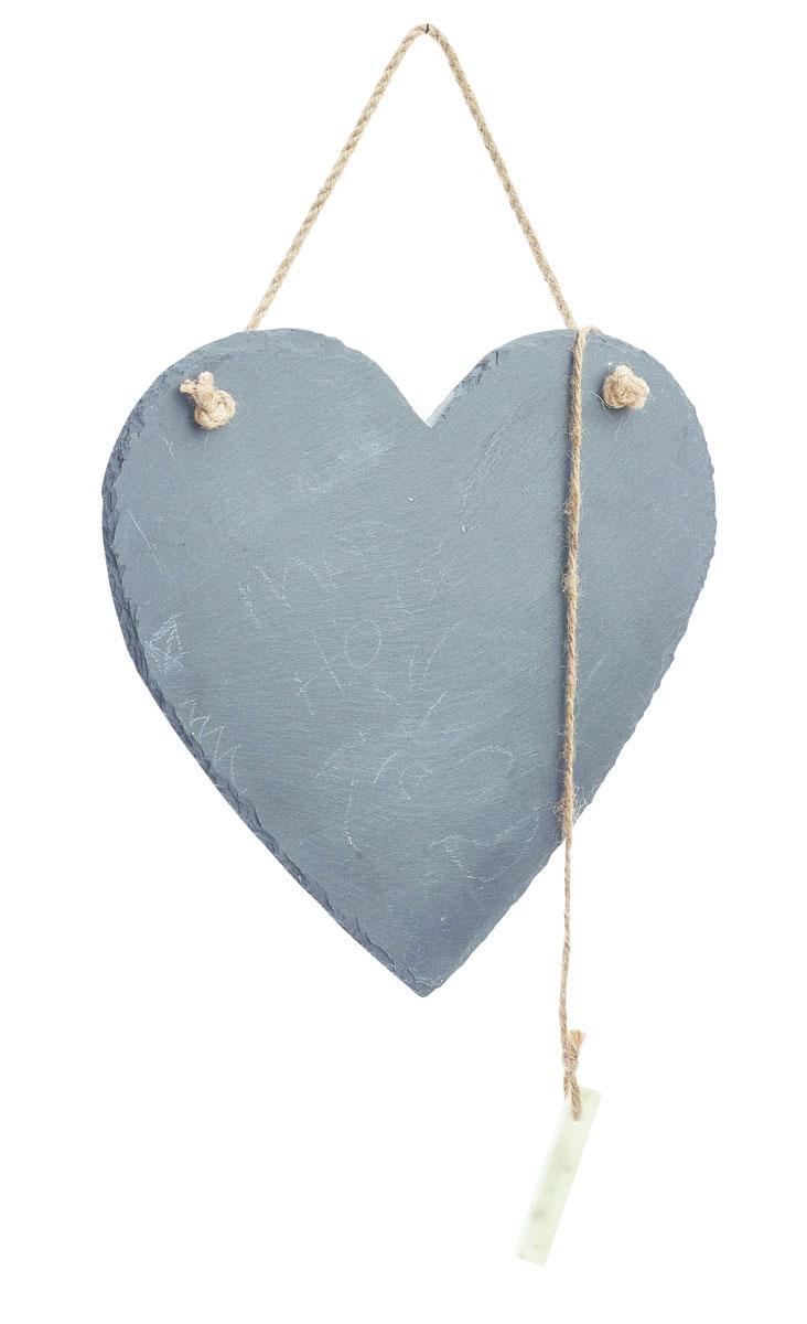 Доска для заметок Gardman Love Heart, с мелом, 21 х 25 см17456Доска Gardman Love Heart изготовлена из натурального сланца и предназначена для заметок и надписей-напоминаний. Записи делаются мелом (входит в комплект) и стираются обычной влажной губкой. С помощью джутовой веревки доску можно повесить в любом удобном для вас месте. Компактные размеры доски позволят вам разместить ее на видном месте и делать важные пометки. Размер: 21 х 25 см.