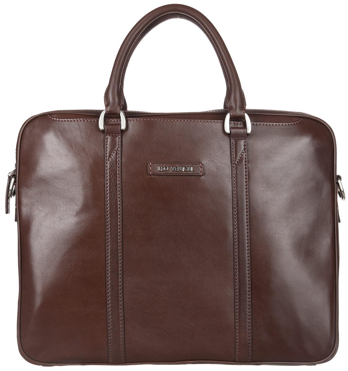 Сумка мужская Leo Ventoni, цвет: коричневый. 0300238603002386Стильная мужская сумка Leo Ventoni выполнена из натуральной гладкой кожи и закрывается на металлическую застежку-молнию. Внутренняя часть изделия выполнена из текстиля и натуральной кожи. Отделение сумки содержит боковой мягкий карман с хлястиком на липучке для планшета, врезной карман на пластиковой молнии, два прорезных кармана и два держателя для шариковых ручек. На передней и задней стенках изделия расположены глубокие прорезные открытые карманы. Сумка декорирована металлической надписью логотипа бренда и прострочками. Изделие оснащено удобными ручками для переноски. Прилагается наплечный ремень, регулируемой длины и фирменный текстильный чехол для хранения. Функциональная мужская сумка Leo Ventoni станет стильным аксессуаром для делового мужчины.