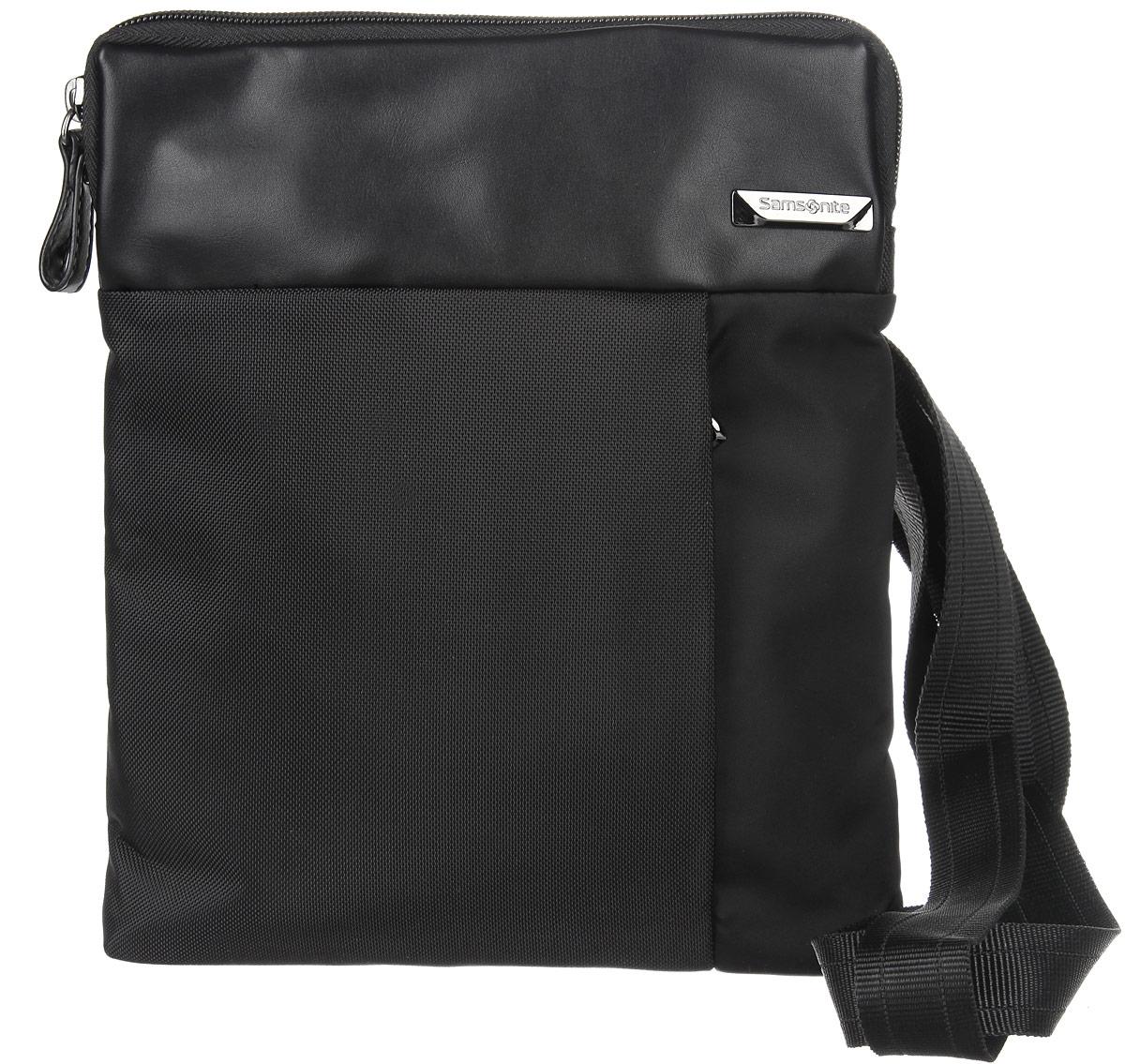 Сумка мужская Samsonite, цвет: черный. 49D-0900449D-09004Стильная мужская сумка Samsonite выполнена из нейлона и полиуретана, оформлена металлической фурнитурой с символикой бренда. Изделие содержит одно основное отделение, закрывающееся на застежку-молнию. Внутри сумки расположены мягкий карман для планшета, закрывающийся хлястиком на липучку, и небольшой встроенный органайзер, включающий в себя два фиксатора для ручек и три кармашка для пластиковых карт. Задняя сторона сумки дополнена открытым накладным карманом на застежке-липучке. На лицевой стороне расположен потайной кармашек на молнии. Изделие оснащено практичным плечевым ремнем регулируемой длины. Сегодня мужская сумка - необходимый аксессуар для современного мужчины.
