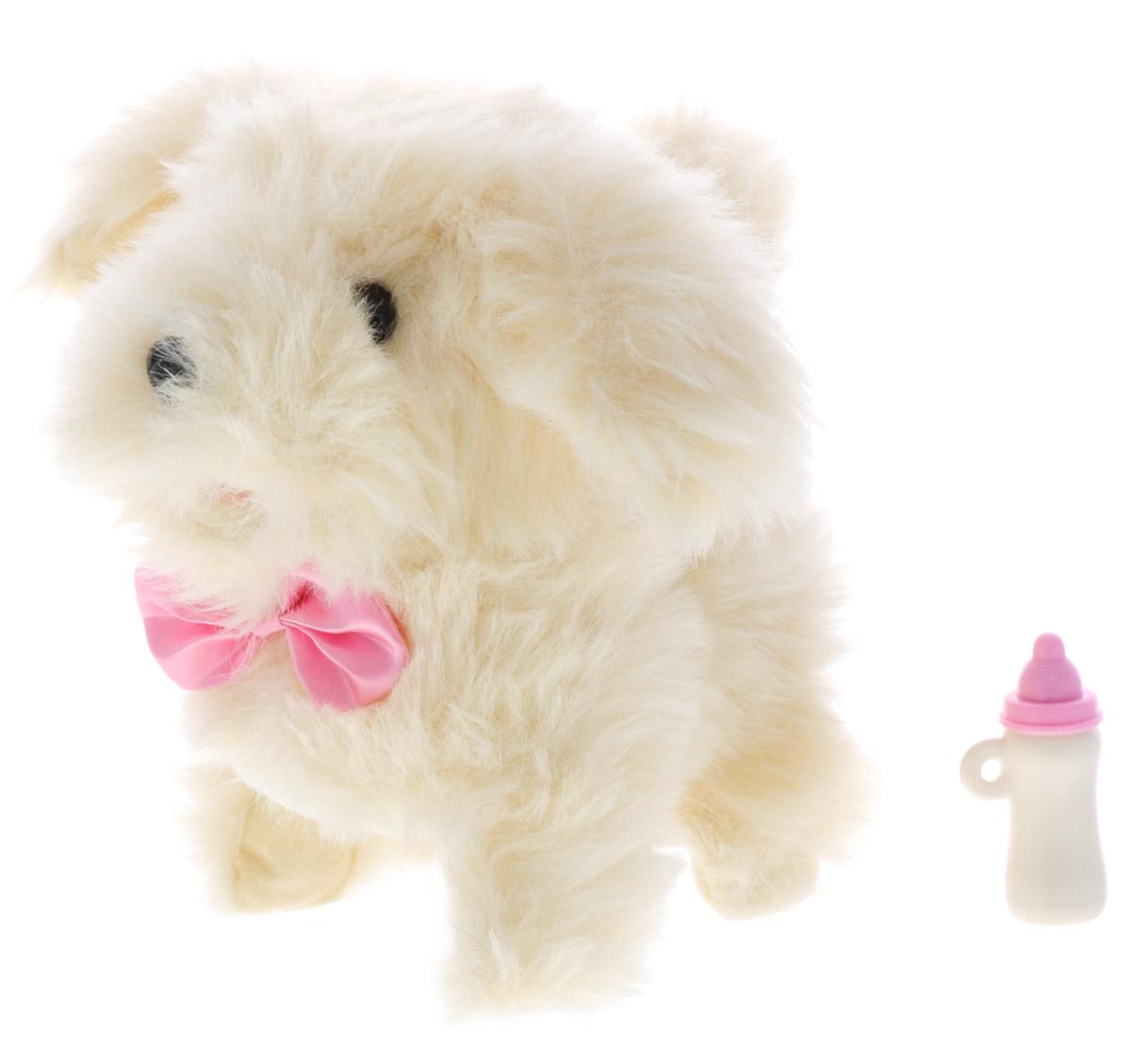 Играем вместе Интерактивный щенок Микки цвет бежевыйJX-2409-RU_бежевыйИнтерактивный щенок Микки выполняет 7 функций. Он умеет ходить вперед и назад, вилять хвостом, а еще двигать головой и лаять. Ребенок сможет кормить интерактивную собаку из бутылочки, в то время как Микки будет умилительно причмокивать, как самый настоящий щеночек. У Микки густая и очень приятная на ощупь шерсть, поэтому его так здорово расчесывать и гладить по спинке. Играя с интерактивным щеночком, ребенок научится заботиться о животных, быть к ним добрее и внимательнее. Для работы игрушки необходимы 2 батарейки типа АА (товар комплектуется демонстрационными).