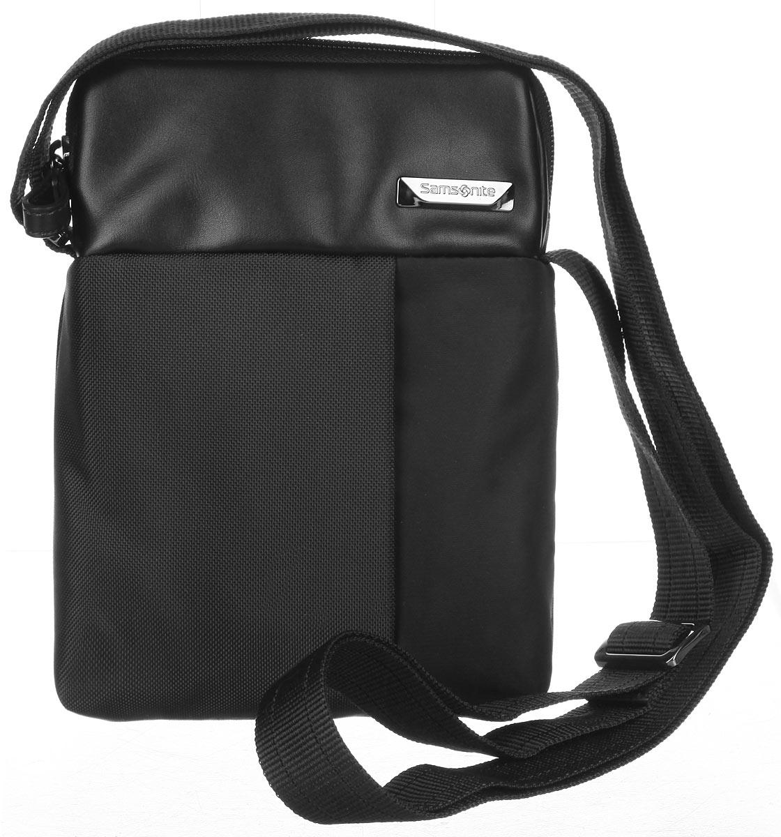 Сумка мужская Samsonite, цвет: черный. 49D-0900149D-09001Стильная мужская сумка Samsonite выполнена из нейлона и полиуретана, оформлена металлической фурнитурой с символикой бренда. Изделие содержит одно основное отделение, закрывающееся на застежку-молнию. Внутри сумки расположен небольшой встроенный органайзер, включающий в себя два фиксатора для ручек и два кармашка для пластиковых карт. Задняя сторона сумки дополнена накладным карманом на застежке- липучке. На лицевой стороне расположен скрытый кармашек на молнии. Изделие оснащено практичным плечевым ремнем регулируемой длины. Сегодня мужская сумка - необходимый аксессуар для современного мужчины.