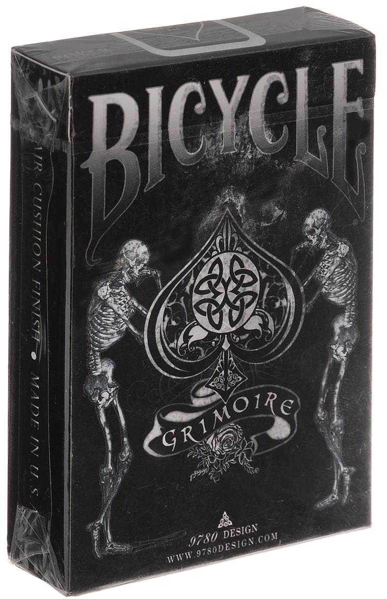 Карты игральные Bicycle Grimoire, 56 картК-242Игральные карты Bicycle Grimoire стандартного размера выполнены из многослойного картона с пластиковым покрытием и превосходно подойдут как для игры, так и для личной коллекции. Гримуар - это знаменитый трактат о магии, в котором описываются ритуалы вызова демонов и могущественные заклинания. Художник Manoj Kaushal посредством кельтской иконографии и готического стиля передал зловещий дух книги и наградил колоду великолепным дизайном! От стандартных лиц не осталось и следа, а стильная рубашка карт завершает прекрасную работу. Колоду окутывает ореол мистики, используя Bicycle Grimoire можно легко и ненавязчиво подчеркнуть принадлежность к мистическому искусству!