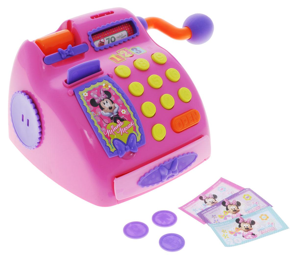 Disney Игровой набор Касса Минни Маус181045MI2Игровой набор Disney Касса. Минни Маус - идеальный подарок для игры в магазин маленькой поклоннице популярного мультсериала Диснея. В наборе имеется все необходимое для игры: касса, бумажные деньги, пластиковые монеты и банковская карта. Кассовый аппарат имеет цифры, табло, которое выводит сумму покупки, а также разъем для оплаты покупок банковскими картами. Лента- транспортер прокручивается с помощью специальной поворотной ручки. Такая игрушка сможет не только разнообразить досуг ребенка, но также научит считать и обращаться с деньгами, разовьет воображение и логическое мышление. Порадуйте вашу малышку таким замечательным подарком!