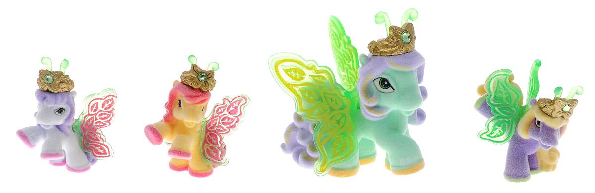 Filly Dracco Набор мини-фигурок Волшебная семья MomoMomo/astM770028-3240 (UT20580)Набор мини-фигурок Filly Dracco Волшебная семья Momo придется по вкусу вашей дочурке, ведь все девочки обожают волшебных лошадок Filly! У волшебных лошадок тоже есть своя семья! Мама-бабочка воспитывает трех хулиганов в прекрасном саду посреди волшебного леса Папиллия. В наборе с лошадками четыре карточки и буклет коллекционера. У лошадок - красочные крылья, украшенные фамильным гербом их семьи. Каждая лошадка имеет приятное на ощупь покрытие, крылышки и доброжелательную улыбку. Все детали фигурок расписаны с любовью и реалистичностью. Помимо крылышек бабочки от обычных лошадок Филли отличаются также усиками и короной. При помощи ярких усиков персонажи волшебного леса общаются между собой. Короны же украшены кристаллами Swarowski. Вы можете собрать всю коллекцию и разыграть сцены из жизни красавиц бабочек! Ваша дочурка с удовольствием будет играть с набором и устраивать настоящие волшебные приключения в мире Filly Butterfly!