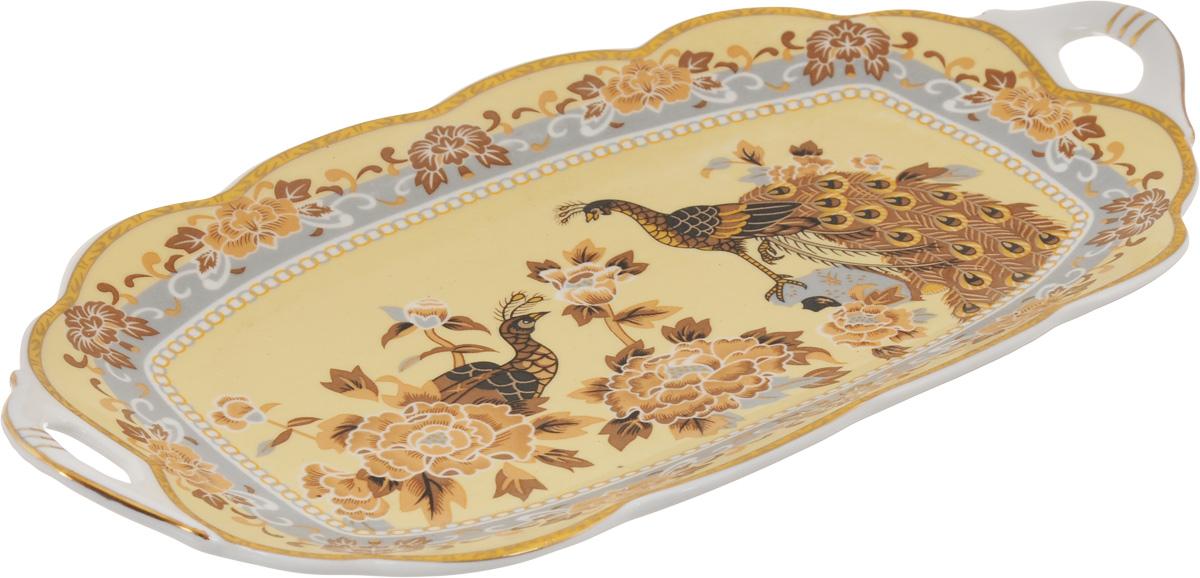 Блюдо для нарезки Elan Gallery Павлин на бежевом, 30 х 15 см740159Блюдо для нарезки Elan Gallery Павлин на бежевом, изготовленное из керамики, прекрасно подойдет для подачи нарезок, закусок и других блюд. Блюдо дополнено двумя удобными ручками и оформлено цветочным рисунком и павлинами. Такое блюдо украсит сервировку вашего стола и подчеркнет прекрасный вкус хозяйки. Не рекомендуется применять абразивные моющие средства. Не использовать в микроволновой печи. Размер блюда по верхнему краю (с учетом ручек): 30 х 15 см.