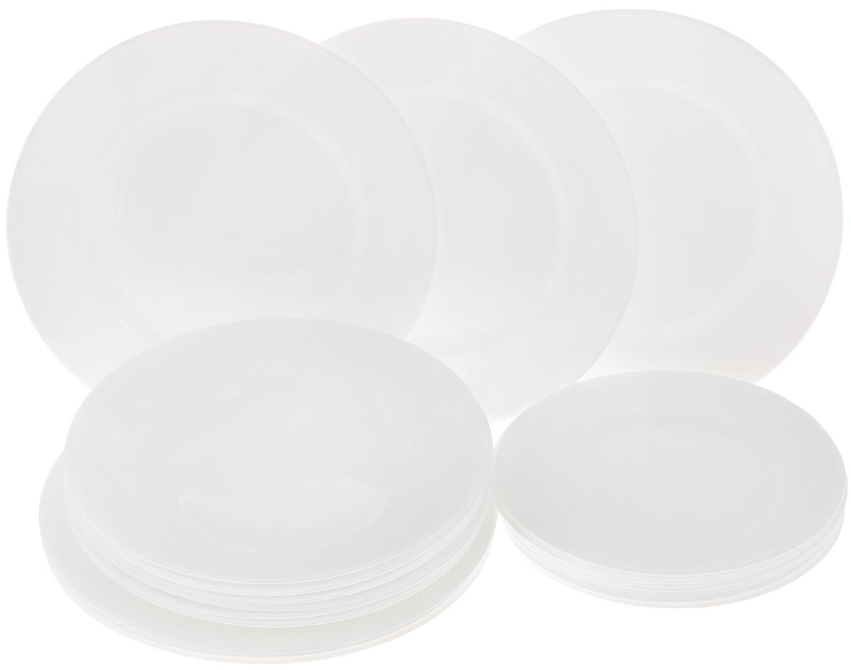 Набор тарелок Luminarc Everyday, 18 штG0566Набор Luminarc Everyday состоит из 6 суповых тарелок, 6 обеденных тарелок и 6 десертных тарелок. Изделия выполнены из ударопрочного стекла, имеют классическую круглую форму. Посуда отличается прочностью, гигиеничностью и долгим сроком службы, она устойчива к появлению царапин и резким перепадам температур. Такой набор прекрасно подойдет как для повседневного использования, так и для праздников. Набор тарелок Luminarc Everyday - это не только полезный подарок для родных и близких, а также великолепное дизайнерское решение для вашей кухни или столовой. Можно мыть в посудомоечной машине и использовать в микроволновой печи. Диаметр суповой тарелки: 22 см. Высота суповой тарелки: 3 см. Диаметр обеденной тарелки: 24 см. Высота обеденной тарелки: 2 см. Диаметр десертной тарелки: 19 см. Высота десертной тарелки: 1,5 см.