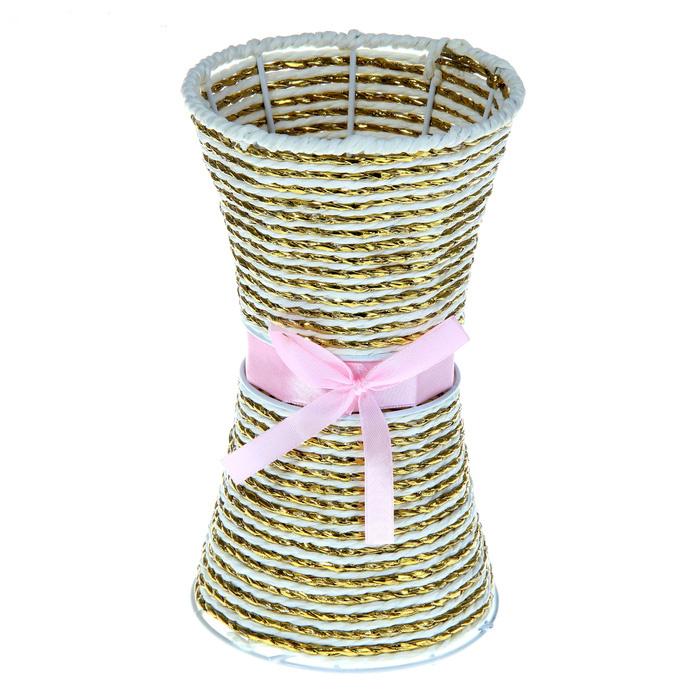 Ваза плетеная Sima-land Бант, цвет: золотистый, светло-розовый, высота 20 см915892_светло-розовыйВаза плетеная Sima-land Бант, изготовленная из лозы с металлическим каркасом, декорирована текстильным бантиком. Изделие имеет оригинальную форму. Красивый блеск и стильное оформление сделают эту вазу замечательным украшением интерьера. Ваза предназначена для сухих или искусственных цветов и растений. Любое помещение выглядит незавершенным без правильно расположенных предметов интерьера. Они помогают создать уют, расставить акценты, подчеркнуть достоинства или скрыть недостатки. Материал: лоза.