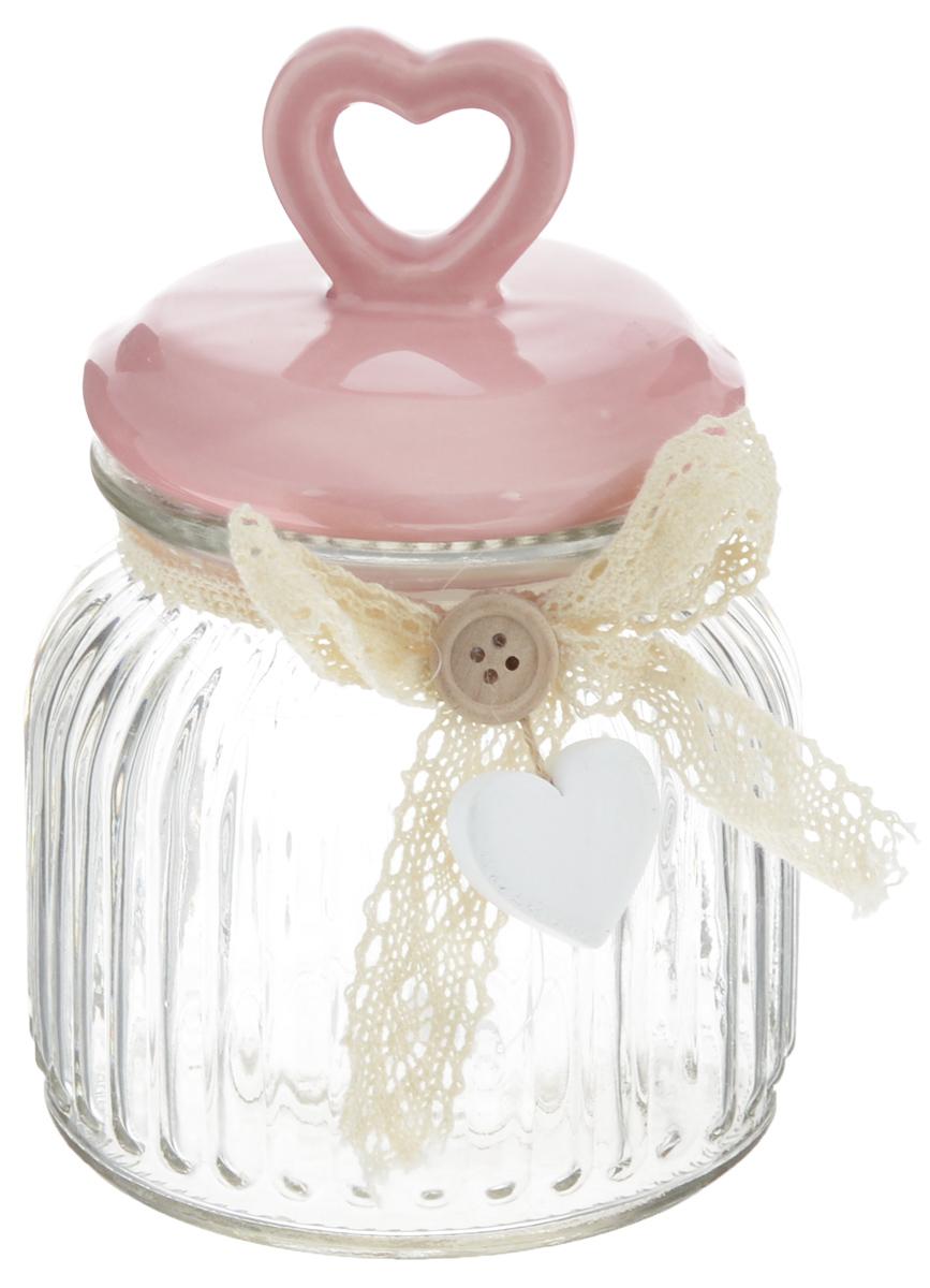 Емкость для продуктов Феникс-Презент Сердце, цвет: розовый, прозрачный, 600 мл40624Емкость для продуктов Феникс-Презент Сердце изготовлена из прочного граненого стекла. Емкость снабжена керамической крышкой, декорированной фигуркой сердца. Благодаря силиконовой прослойке, крышка герметично закрывается, что позволяет дольше сохранять продукты свежими. Емкость украшена ажурной лентой, пуговицей и деревянной подвеской в форме сердца. Может также использоваться для хранения различных бытовых мелочей. Изящная емкость не только поможет хранить разнообразные сыпучие продукты, но и стильно дополнит интерьер кухни. Изделие станет чудесным подарком к любому случаю.