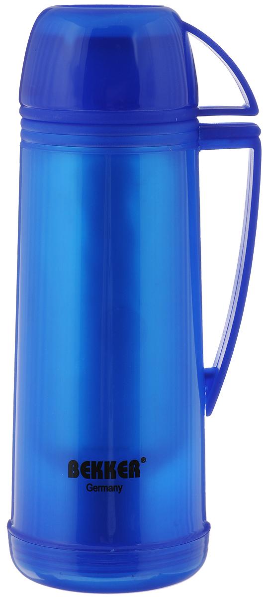 Термос Bekker Koch, цвет: синий, 500 млBK-4312_синийТермос Bekker Koch, изготовленный из высококачественного цветного пластика, является простым в использовании, экономичным и многофункциональным. Изделие оснащено стеклянной колбой, удобной ручкой и крышкой-чашкой. Термос предназначен для хранения горячих и холодных напитков (чая, кофе) и укомплектован откручивающейся крышкой без кнопки. Такая крышка надежна, проста в использовании и позволяет дольше сохранять тепло благодаря дополнительной теплоизоляции. Легкий и прочный термос Bekker Koch сохранит ваши напитки горячими или холодными надолго. Высота (с учетом крышки): 26 см. Диаметр горлышка: 3 см. Размер крышки-кружки: 10,5 х 8 х 5 см. Диаметр крышки-кружки: 8 см.