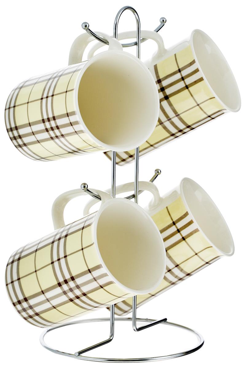 Набор кружек Loraine, цвет: белый, желтый, коричневый, 5 предметов. 2420924209_желтыйНабор Loraine состоит из 4 кружек и подставки. Кружки изготовлены из глазурованной керамики и украшены узором клетка. Теплостойкие ручки обеспечивают комфортное использование. Изящный дизайн придется по вкусу и ценителям классики, и тем, кто предпочитает утонченность и изысканность. Он настроит на позитивный лад и подарит хорошее настроение с самого утра. В комплекте - металлическая подставка с крючками для подвешивания кружек. Набор кружек - идеальный и необходимый подарок для вашего дома и для ваших друзей в праздники, юбилеи и торжества. Кружки подходят для мытья в посудомоечной машине, можно использовать в СВЧ и ставить в холодильник. Объем кружек: 320 мл. Диаметр кружки (по верхнему краю): 7,5 см. Высота кружки: 11 см. Размер подставки: 13 х 13 х 26,5 см.