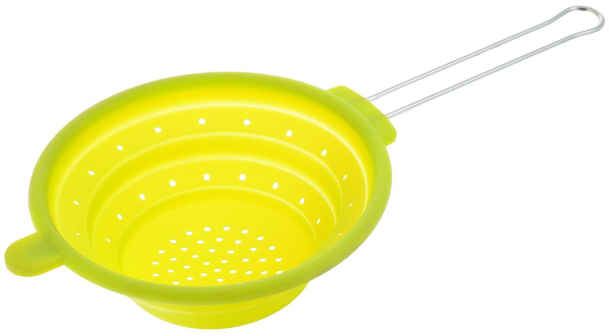 Дуршлаг Mayer & Boch, цвет: зеленый, диаметр 20 см4433-2Дуршлаг Mayer & Boch изготовлен из качественного пищевого силикона и оснащен металлической ручкой. Благодаря гибкости материала дуршлаг удобно складывается и занимает минимум места при хранении. В таком дуршлаге удобно промывать ягоды, фрукты, овощи, а также процеживать макароны. Дуршлаг является необходимым аксессуаром для каждой кухни. Он станет полезным и практичным приобретением. Диаметр дуршлага: 20 см. Длина (с учетом ручки): 40 см. Максимальная высота стенки: 7 см. Минимальная высота стенки: 1,5 см.