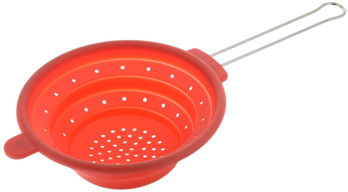 Дуршлаг Mayer & Boch, силиконовый, складной, цвет: красный, диаметр 20 см4433-1Дуршлаг Mayer & Boch изготовлен из качественного пищевого силикона и оснащен металлической ручкой. Благодаря гибкости материала дуршлаг удобно складывается и занимает минимум места при хранении. В таком дуршлаге удобно промывать ягоды, фрукты, овощи, а также процеживать макароны. Дуршлаг является необходимым аксессуаром для каждой кухни. Он станет полезным и практичным приобретением. Диаметр дуршлага: 20 см. Длина (с учетом ручки): 40 см. Максимальная высота стенки: 7 см. Минимальная высота стенки: 1,5 см.