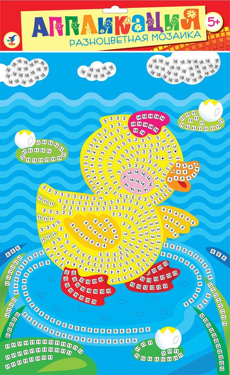Дрофа-Медиа Аппликация Разноцветная мозаика Уточка2600Мозаика из квадратиков, изготовленных из мягкого пластика ЭВА, на который с одной стороны наклеяна цветная пленка, а с другой - самоклеящаяся. В набор входят: картинка-основа для аппликации, квадратики из мягкого пластика на самоклеящейся основе 8 цветов, декоративные элементы (стразы, глазки и др.)