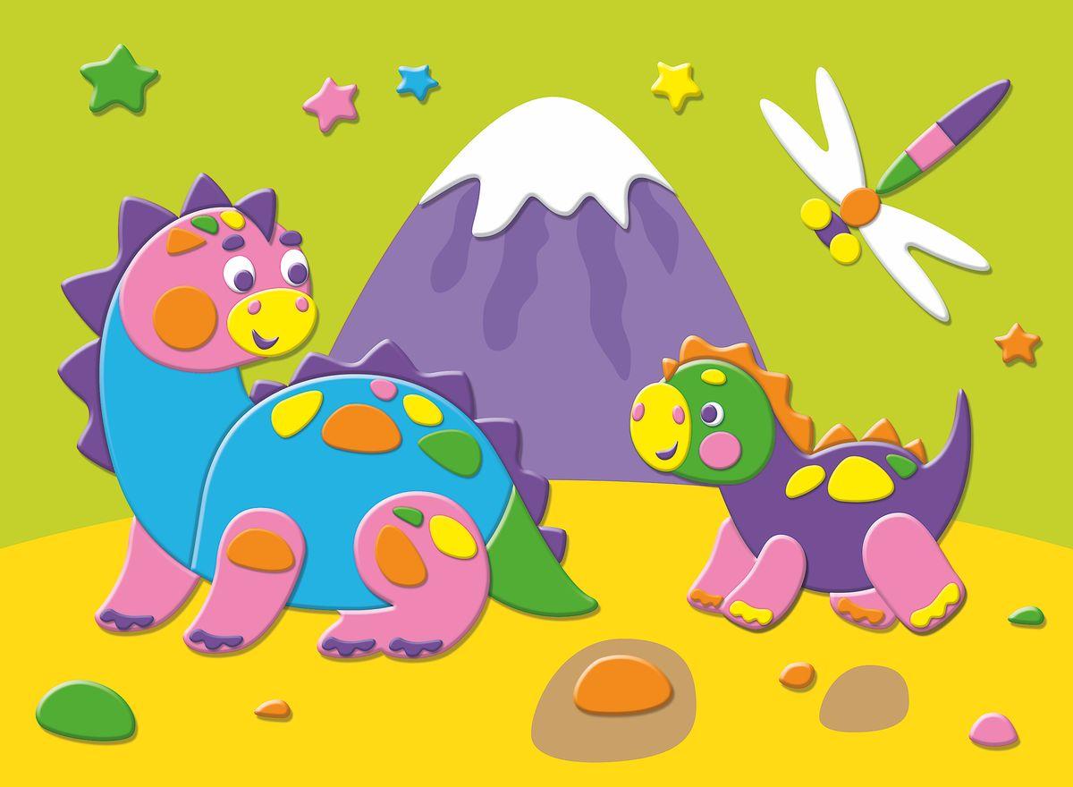 Дрофа-Медиа Аппликация Динозавры на прогулке2668Вместе с ребёнком внимательно рассмотрите картинку-образец. Найдите место, на которое нужно наклеить деталь из мягкого пластика. Обратите особое внимание на последовательность наклеивания деталей: какая должна оказаться снизу, а какая - сверку. Снимите деталь с защитной пленки и аккуратно наклейте. ЭВА - современный, экологически чистый материал. Он гигиеничен, не вызывает аллергии, безопасен и прост в использовании, приятен на ощупь. В комплекте: цветная снова с рисунком, 6 пластин мягкого пластика ЭВА и 2 пластины блестящего пластика ЭВА на самоклеящейся основе, пластмассовые глазки.