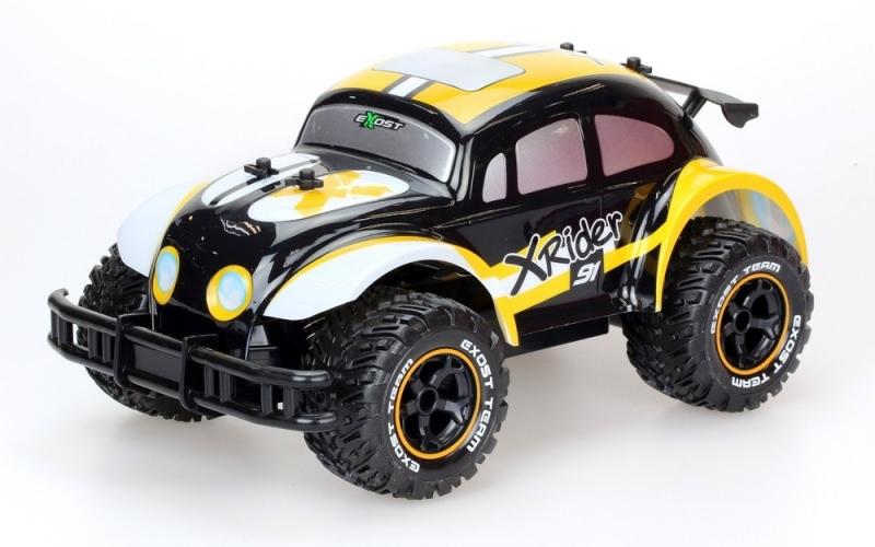 Silverlit Машина на радиоуправлении Икс Райдер цвет желтый черныйTE107Машина на радиоуправлении Silverlit Икс Райдер обязательно понравится вашему ребенку и займет его внимание надолго. Когда смотришь на этот гоночный автомобиль на радиоуправлении с кузовом в ретро-стиле, кажется, как будто кто-то «прокачал» дедушкин «Жук». Изящный корпус с усиленным бампером, спойлером и ярким граффити смотрится необычно и даже обаятельно. Подо всем этим безумием спрятан мотор, способный разогнать игрушку до 8 км/ч. Машинка двигается вперед и назад, поворачивает направо и налево. Внедорожные шины с чётким протектором не позволяют колёсам проскальзывать на гладких поверхностях (стол, линолеум, ламинат, плитка). Радиоуправляемые игрушки способствуют развитию координации движений, моторики и ловкости. Ваш ребенок часами будет играть с моделью, придумывая различные истории и устраивая соревнования. Порадуйте его таким замечательным подарком! Машина работает аккумулятора (входит в комплект). Зарядное устройство также входит в комплект. Пульт...