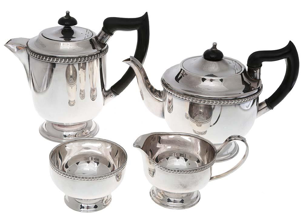Sheffield! Чайно-кофейный набор из 4 предметов: сахарница, молочник, чайник, кофейник. Металл, глубокое серебрение, эбонит. Viners Sheffield, Великобритания, 1930-е гг.