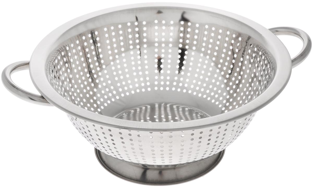 Дуршлаг Mayer & Boch, диаметр 26 см30207Дуршлаг Mayer & Boch изготовлен из высококачественной нержавеющей стали с зеркальной полировкой. Дуршлаг снабжен двумя ручками, а также круглой подставкой, что делает удобным его использование. Такой дуршлаг идеален для процеживания ягод, спагетти, салата, овощей и других продуктов. Дуршлаг Mayer & Boch станет незаменимым аксессуаром на вашей кухне и придется по душе любой хозяйке. Диаметр (по верхнему краю): 26 см. Диаметр основания: 14 см. Высота стенки: 11 см.