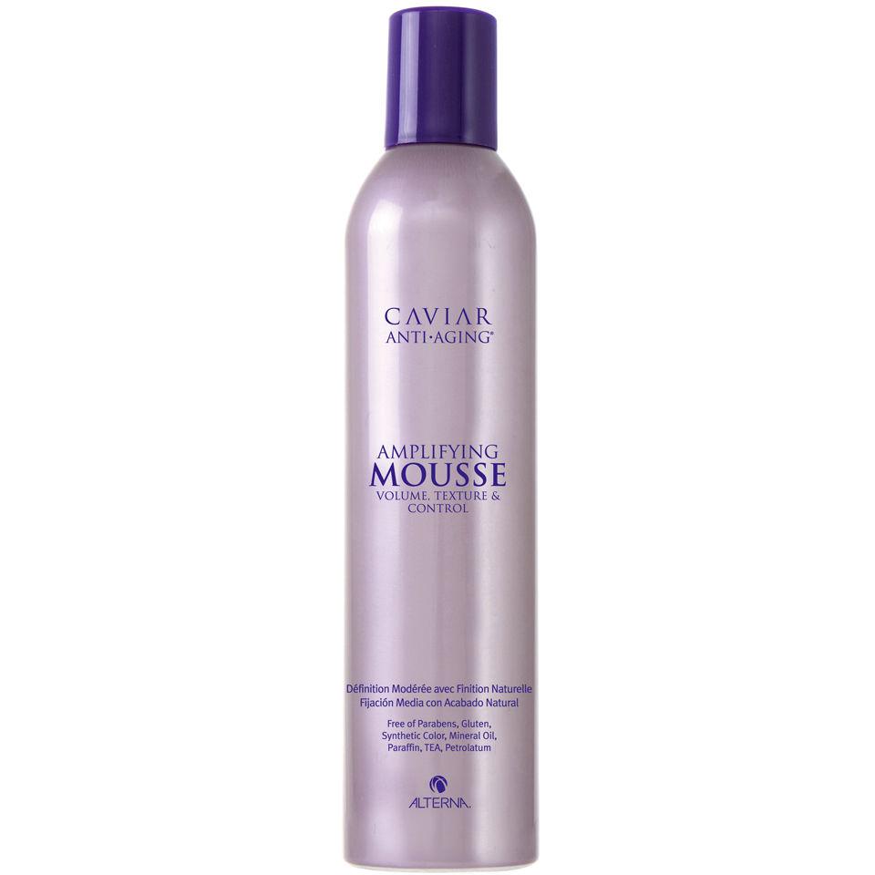 Alterna Пена для укладки волос Caviar Anti-Aging Mousse 400 мл60007Облегченный мусс-пенка Alterna Caviar Anti-Aging Mousse для укладки волос содержит комплекс Age Control, обогащен экстрактом икры и активными питательными энзимами, поддерживающими уровень влаги в кутикуле. Комплекс Age Control способствует укреплению волос, придавая им новую силу, эластичность и предотвращая появление видимых признаков старения волос. Мусс-пенка идеален для химически обработанных волос и обладает средней фиксацией. Результат: Пенка-мусс наполняет волосы необходимым уровнем увлажнения, придает волосам жизненную силу, подвижность и эластичность. После применения пенки ваша укладка выглядит натурально и естественно.