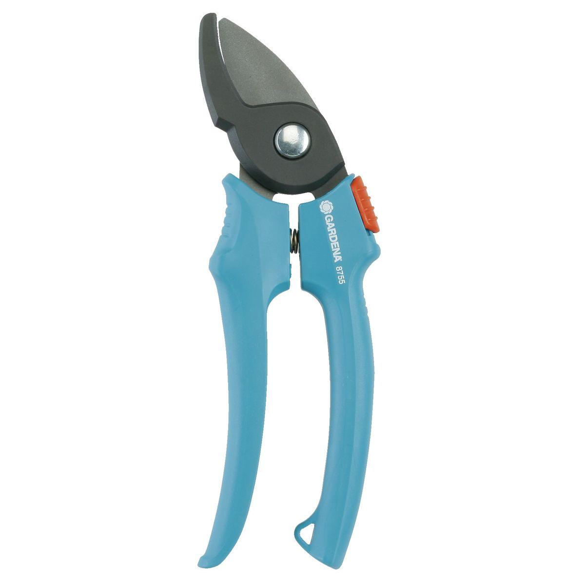 Секатор Classic с наковаленкой Gardena08855-20.000.00Классическая модель секатора с нако валенкой для обрезки старых, одревесневших веток и сучков. Режущая головка под углом, верхний нож с покрытием против налипания, прецизионная заточка. Ручки эргономичной формы с двумя рабочими позициями для более мощного обрезания.