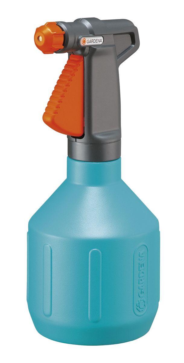 Опрыскиватель ручной Gardena, 1 л00805-20.000.00Легкий ручной опрыскиватель Gardena выполнен из прочного пластика и оснащен специальной насадкой-пульверизатором. Благодаря ручке эргономичной формы, опрыскиватель удобно держать в руке. Вид распыления регулируется от сильной струи до мелкодисперсного распыления. Широкое заливочное горло облегчает процесс заливки воды. Опрыскиватель поможет вам в опрыскивании цветочных клумб, а также при уходе за вашими комнатными растениями. Каждый любитель цветов знает, что для ухода за растениями нужен опрыскиватель, который является источником влаги для растения. Существуют такие цветы, которые нельзя поливать обычным способом.