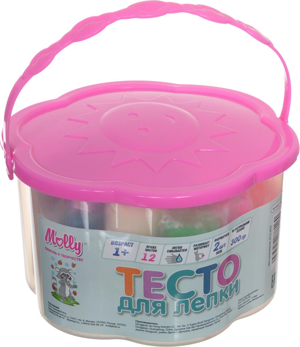 Molly Масса для лепки 12 цветов 2 формочки цвет розовыйM1204_розовыйРазноцветное тесто для лепки Molly прекрасно подходит для обучения детей азам лепки. Тесто пластично, приятно на ощупь и долговечно. Преимущественным отличием теста для лепки Молли является то, что оно не пачкает руки и одежду, легко снимается с поверхности, не окрашивает, может использоваться многократно при условии правильного хранения, безопасно для самых маленьких. Тесто разных цветов хорошо смешивается между собой, благодаря чему можно создавать бесконечное множество оттенков. Натуральные компоненты в составе теста делают его абсолютно безопасным. Тесто не вызывает аллергии, его легко снимать с поверхностей. В наборе две формочки, одна резная форма и 12 цветов теста в индивидуальных упаковках. Набор дополнен пластиковым ножом. Готовые изделия из теста можно украшать бусинами, крупами, семечками, разукрашивать маркерами. Творческие занятия с тестом для лепки развивают мелкую моторику рук, воображение, логику, умение концентрироваться. Маленькие дети от года...