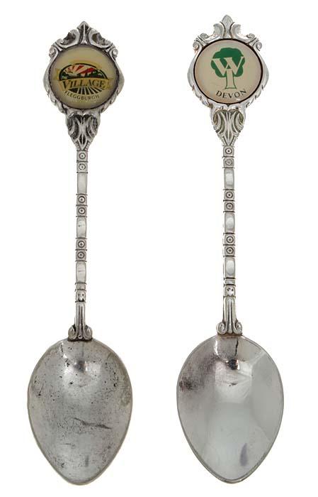 Набор сувенирных ложек, 2 штуки. Металл, серебрение. Западная Европа, 1980 г.739Набор сувенирных ложек, 2 штуки. Металл, серебрение. Западная Европа, 1980 г. Размеры ложки: 11 х 2,5 см. Клеймо: Silverplated. Argente. Versilbert. Сохранность хорошая.