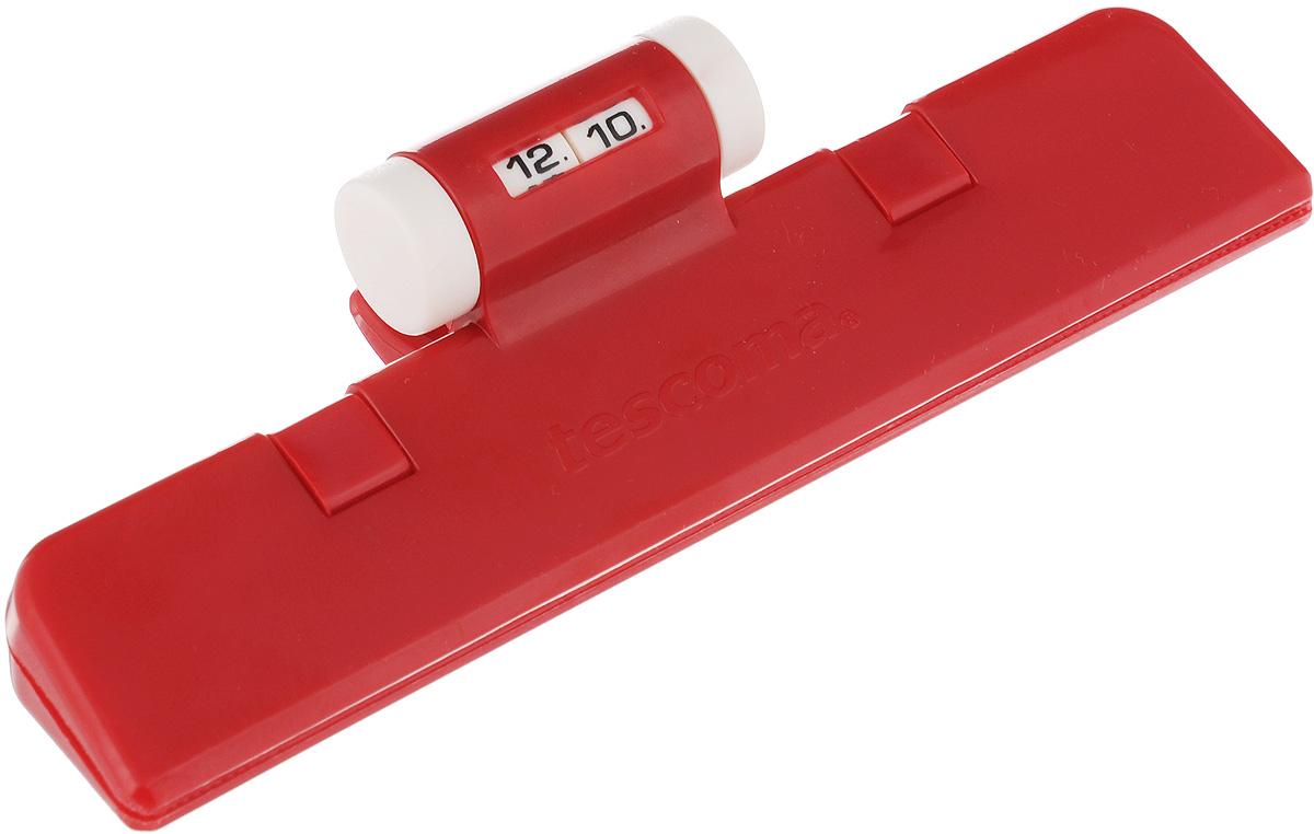 Клипса для пакетов Tescoma 4Food, с механическим индикатором, цвет: красный, длина 15 см897422_красныйКлипса Tescoma 4Food, выполненная из пластика, отлично подходит для закрывания пакетов. Изделие оснащено механическим индикатором, благодаря которому вы можете установить дату (день и месяц) и всегда быть уверенным в сроке годности продуктов. Клипса Tescoma 4Food надолго сохранит вкус и свежесть продуктов. Можно использовать в холодильнике. Нельзя мыть в посудомоечной машине. Длина рабочей поверхности: 15 см.