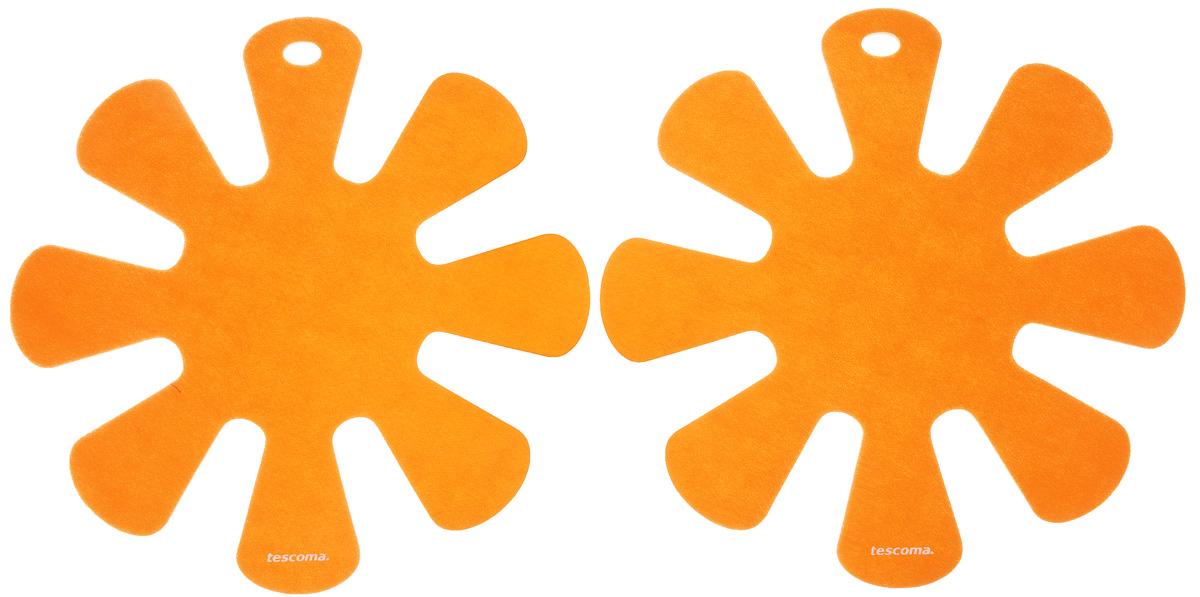 Протектор для хранения посуды Tescoma Presto, цвет: оранжевый, 2 шт420883_оранжевыйПротектор для хранения посуды Tescoma Presto выполнен из прочной синтетической ткани. Он используется для защиты посуды с антипригарным покрытием при хранении на кухне. Подходит для посуды диаметром от 24 до 32 см. Нельзя использовать для горячей или неочищенной посуды. Не использовать в качестве подставки под горячее. Не использовать в посудомоечной машине. Рекомендуется обычная стирка при 40°С. В комплекте 2 протектора. Диаметр протектора: 38 см.