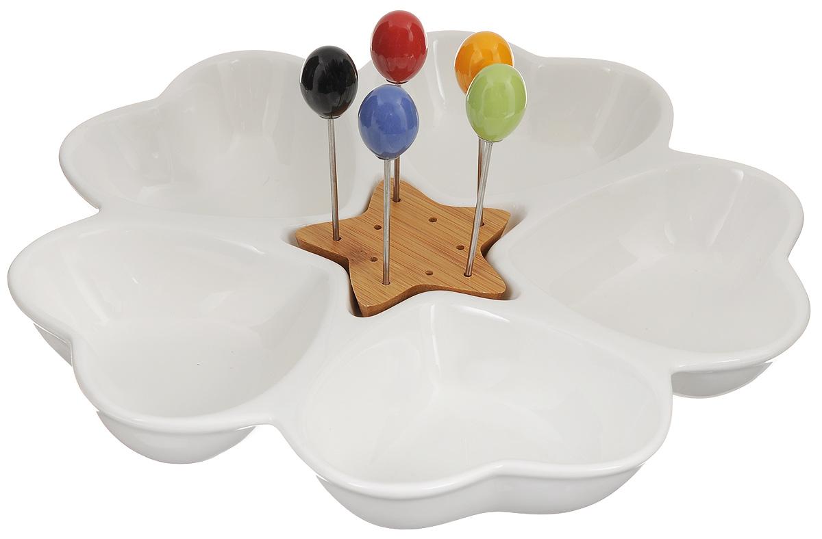 Менажница Elan Gallery Сердце, со шпажками, 5 секциий540057Менажница Elan Gallery Сердце изготовлена из керамики и предназначена для подачи сразу нескольких видов закусок, нарезок или соусов. В комплект также входят 5 разноцветных шпажек, которые вставляются в деревянную подставку. Менажница Elan Gallery Сердце станет настоящим украшением праздничного стола и подчеркнет ваш изысканный вкус. Не использовать в микроволновой печи. Общий размер менажницы: 28 х 28 х 4 см. Размер секций: 11,5 х 9 х 4 см. Длина шпажек: 9,2 см.