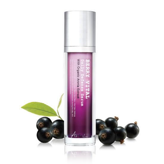 Ariul Сыворотка для ежедневной защиты кожи Berry Vital, 50 мл8809301760840Линия средств BERRY VITAL содержит комплекс из экстрактов ягод (черники, клюквы, асаи, можжевельника, клубники, малины, аронии, бузины, ежевики), которые содержат высокий процент антоциана – антиоксидантного компонента. Он обладает восстанавливающим и антибактериальным эффектом, а также борется с возрастными изменениями кожи, такими как мимические морщины, возрастная пигментация, потеря упругости и эластичности кожи. Кремообразная сыворотка интенсивно питает кожу, восстанавливает и делает кожу гладкой и сияющей. Содержит 20% экстракт ягод аронии. Содержит 20% экстракт ягод аронии.Не содержит: парабены, искусственные красители, минеральное масло, компоненты животного происхождения, бензофенон