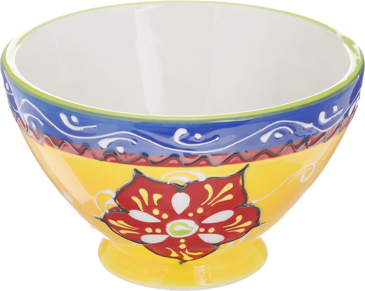 Салатник Elan Gallery Солнечный цветок, 400 мл450026Великолепный круглый салатник Elan Gallery Солнечный цветок, изготовленный из высококачественной керамики, прекрасно подойдет для подачи различных блюд: закусок, салатов или фруктов. Такой салатник украсит ваш праздничный или обеденный стол, а оригинальное исполнение понравится любой хозяйке. Не рекомендуется применять абразивные моющие средства. Не использовать в микроволновой печи. Диаметр салатника (по верхнему краю): 13 см. Высота салатника: 8 см.