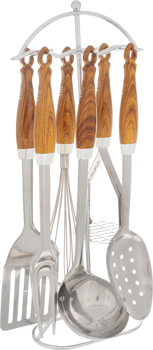 Набор кухонных принадлежностей Mayer & Boch, 7 предметов. 34473447Набор кухонных принадлежностей Mayer & Boch, декорированный под дерево, состоит из картофелемялки, венчика, шумовки, вилки, половника, подставки и настенного крепления. Предметы набора выполнены из высококачественной нержавеющей стали. Ручки, изготовленные из термопластика, обеспечивают удобный хват и защищают от перегрева. Набор Mayer & Boch подчеркнет неповторимый дизайн вашей кухни и превратит приготовление еды в настоящее удовольствие. Размер подставки: 17 х 8 х 40 см. Длина половника: 33 см. Размер рабочей части половника: 9 х 9 см. Длина картофелемялки: 23,5 см. Размер рабочей части картофелемялки: 9 х 7,5 см. Длина венчика: 30 см. Диаметр рабочей части венчика: 5 см. Длина шумовки: 32,5 см. Размер рабочей части шумовки: 10,5 х 6,7 см. Длина вилки: 33 см. Длина зубьев вилки: 7 см. Длина настенного крепления: 33 см.