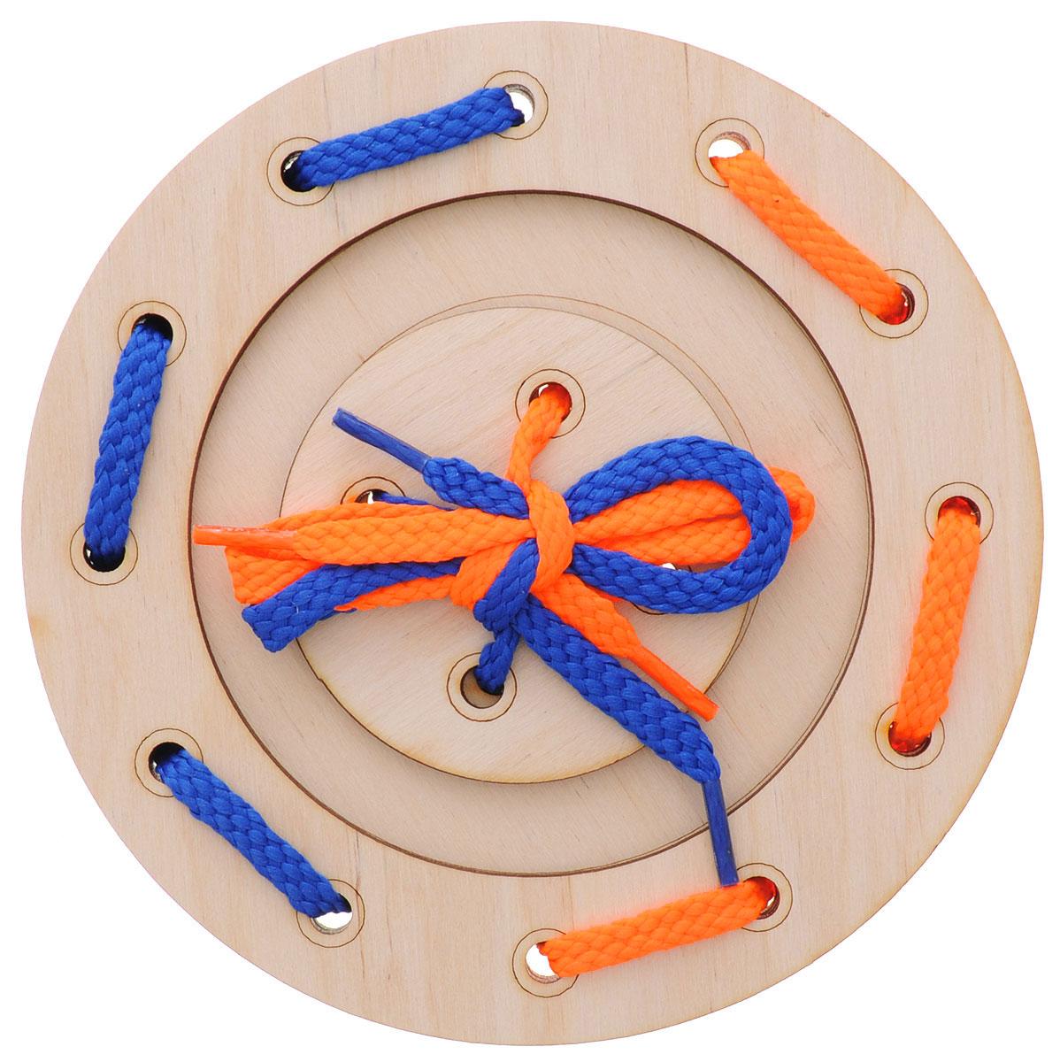 Мастер Вуд Игра-шнуровка Пуговичка цвет синий оранжевыйДШ-1_синий, оранжевыйИгра-шнуровка Мастер Вуд Пуговичка - яркая и несложная игрушка, которая очень понравится вашему малышу. Она выполнена из дерева лиственных пород в виде пуговки, состоящей из трех элементов. Задача малыша - продеть два шнурка разных цветов в отверстия основы, собрав пуговку. Игрушка- шнуровка развивает воображение, пространственное мышление, координацию движений, ловкость, положительно влияет на эмоциональное состояние ребенка и его настроение.