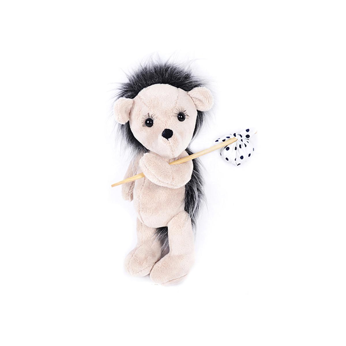 Набор для шитья игрушек Мехомания Ёжик-путешественник, 25 см. ММ-006484781Набор Мехомания содержит необходимые материалы для изготовления игрушки из меха: - материалы для шитья: мех, подвижные крепления, глазки, ресницы, шерсть для вышивки носа. Ткань, подвеска или кружево для аксессуара. - выкройка и раскладка. - подробный мастер-класс с пошаговой инструкцией по шитью игрушки. - выкройка и мастер-класс для аксессуаров. Дополнительно потребуется: наполнитель, нитки, иголка.
