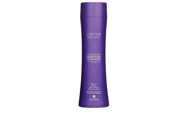 Alterna Увлажняющий кондиционер c морским шелком Caviar Anti-Aging Replenishing Moisture Conditioner - 250 мл60615Увлажняющий кондиционер Alterna Caviar Anti-Aging Replenishing Volume возрождает способность волос бороться с видимыми признаками старения волос. Насыщенный коктейль липидов обеспечивает длительное увлажнение волос, способствует удержанию влаги и нормализует ее баланс, питает волосяной стержень. Основные компоненты способствуют запечатыванию в волосах активных ключевых ингредиентов и усиливают их действие. Защищает волосы от ежедневного стресса и последующего их повреждения от воздействия окружающей среды. Результат: Придает волосам мягкость и шелковистость. Защищает цвет волос от вымывания и способствует сохранению насыщенности оттенка. Обеспечивает защиту от ультрафиолетовых лучей. Придает волосам термозащитные свойства. Подходит для ежедневного применения.